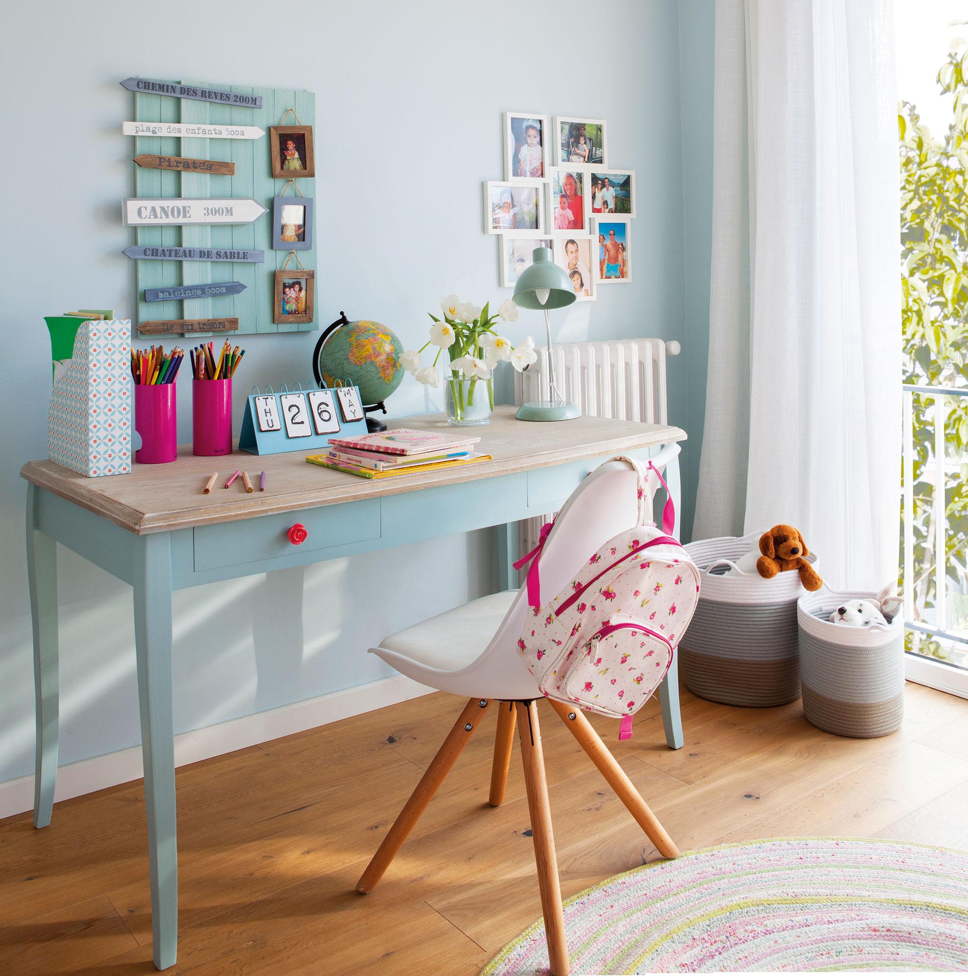 Dormitorio infantil con mesa de estudio . Tricolor 25b32513c56