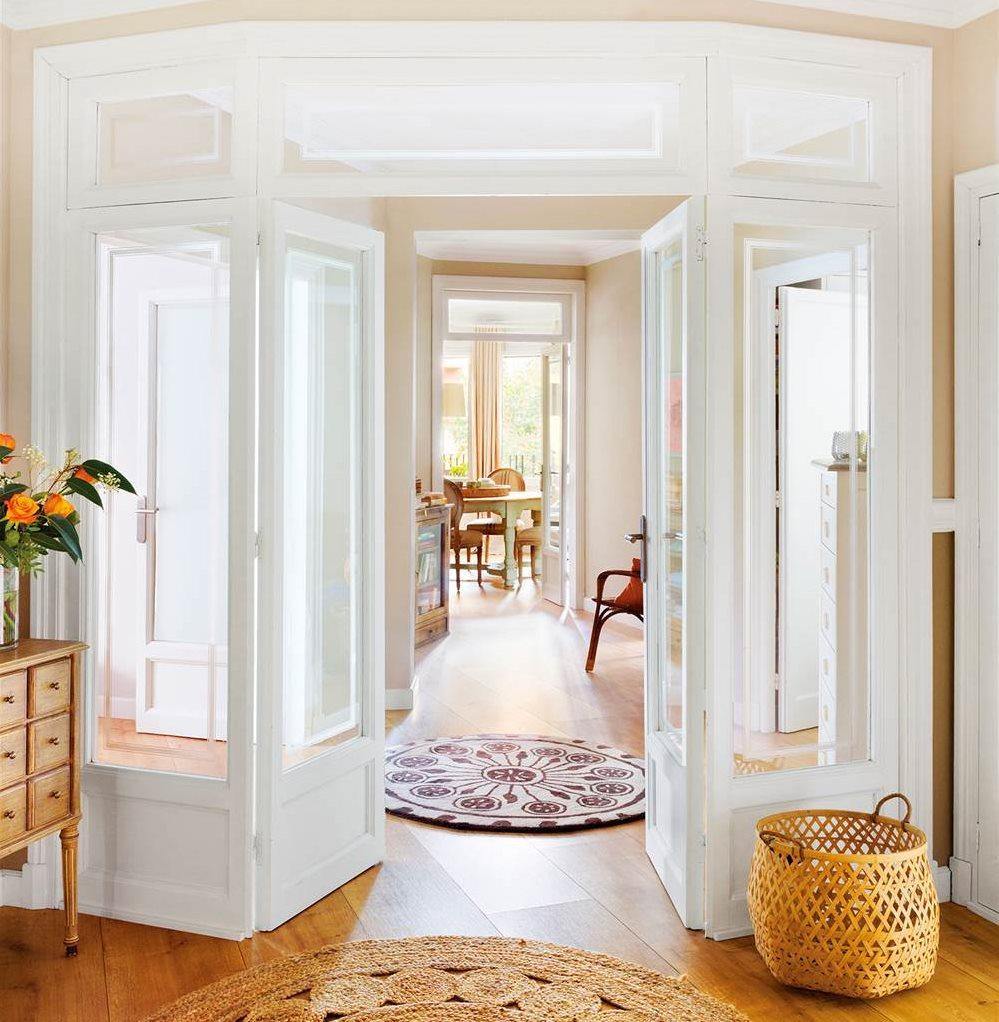Decorar con cestos est de moda for Puertas blancas con vidrio