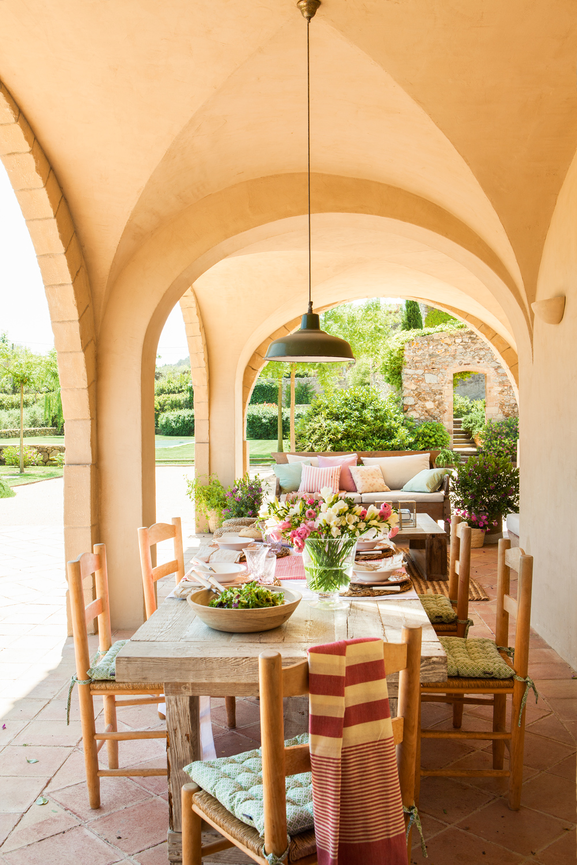 5 comedores de verano for Lamparas porche exterior