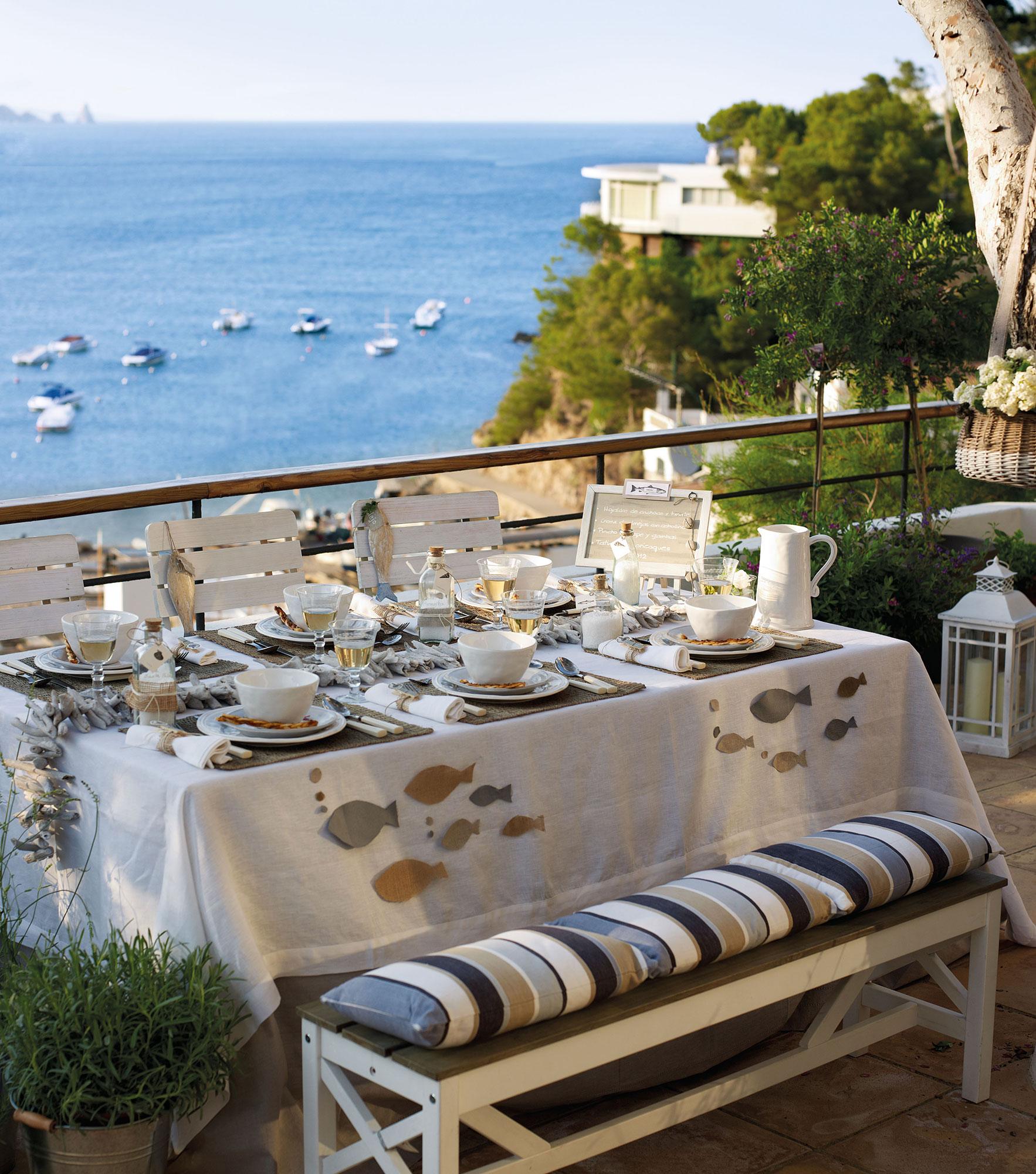 14 looks para vestir la mesa de primavera for Mesas de comedor para exterior