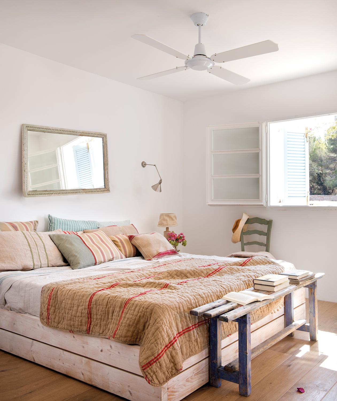 Dormitorios frescos viste tu habitaci n para el verano - Tirar paredes en un piso ...