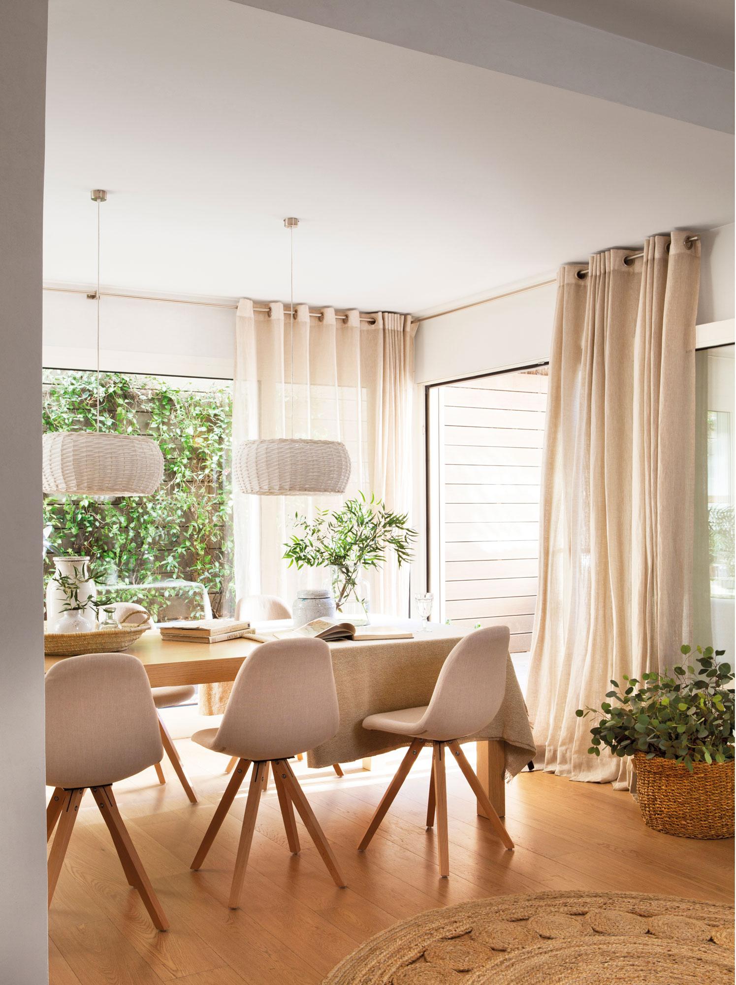 10 desastres que debes evitar cuando elijas las cortinas for Decoracion de cortinas para comedor