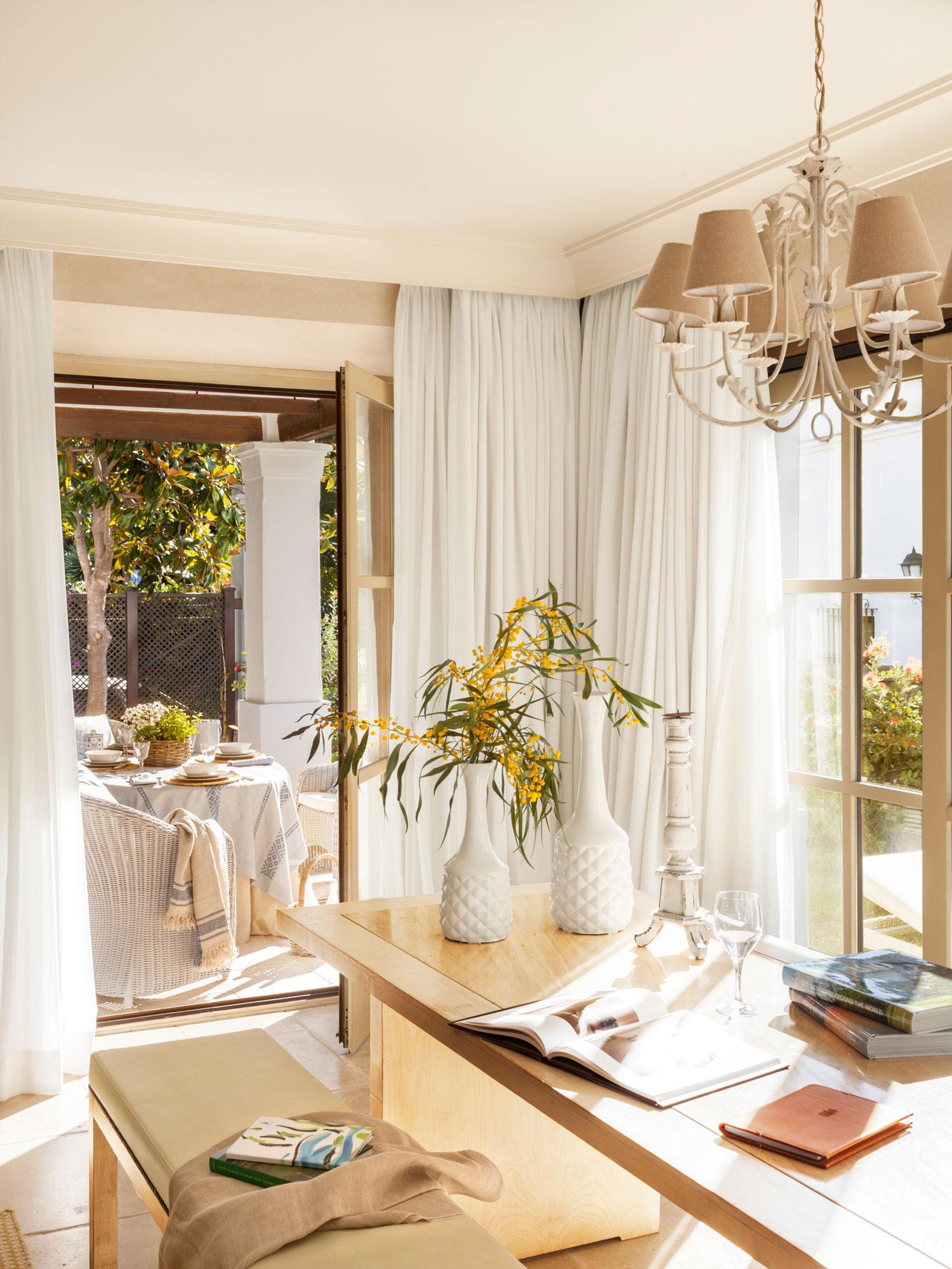 10 desastres que debes evitar cuando elijas las cortinas for Cortinas en comedor