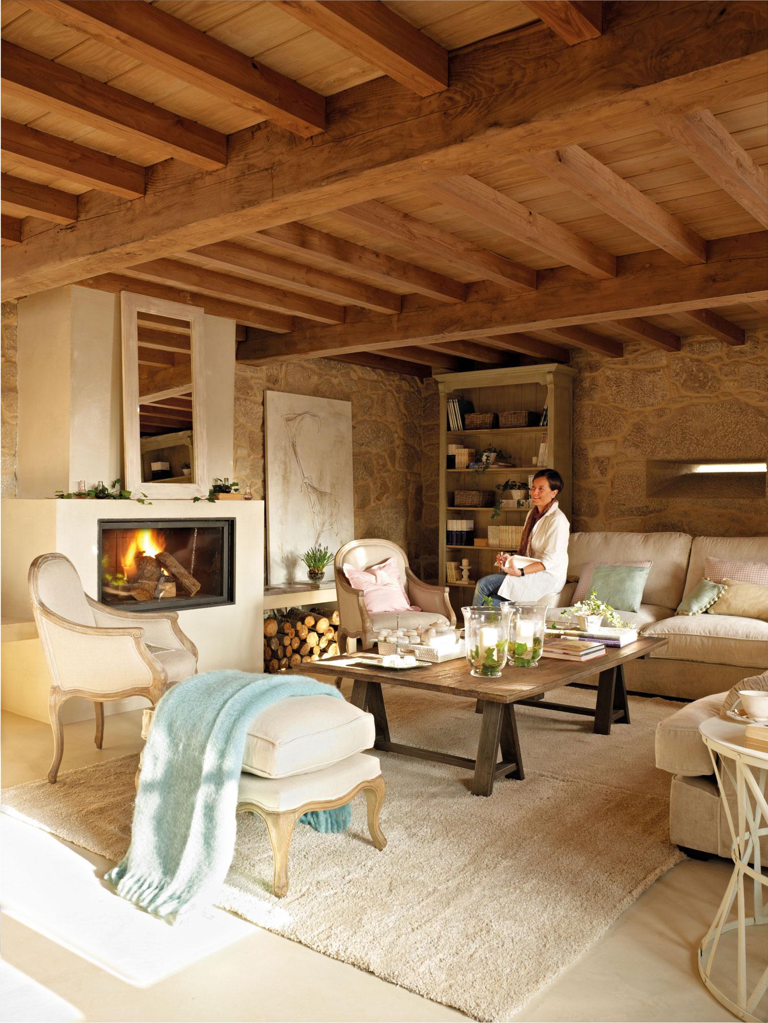 Una casa r stica con vigas de madera - Como decorar una casa rural ...