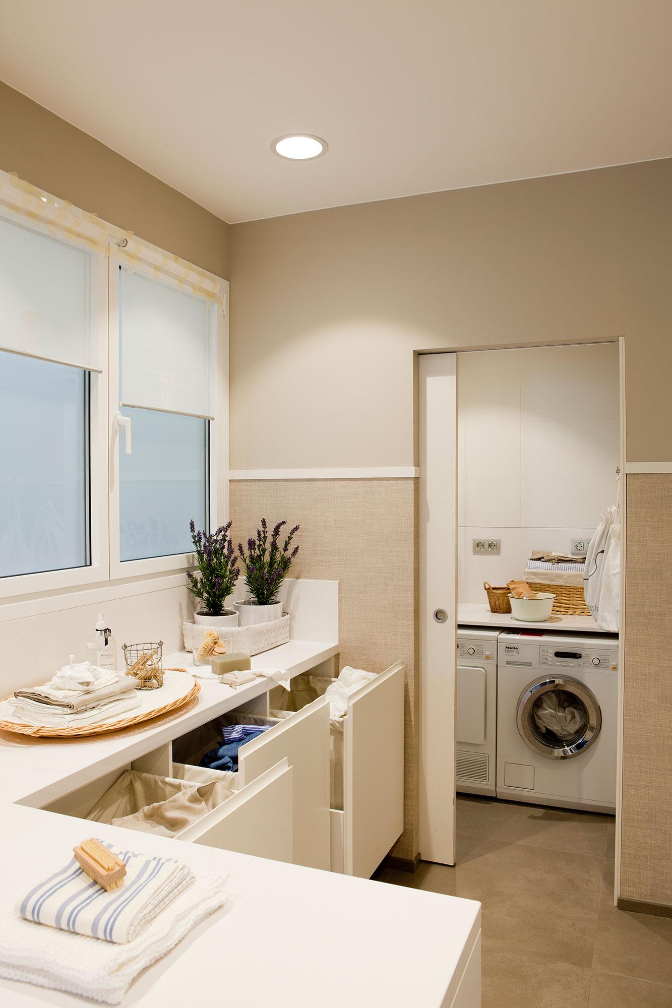 Colocar lavadora y secadora en columna amazing for Lavadero de cocina con mueble