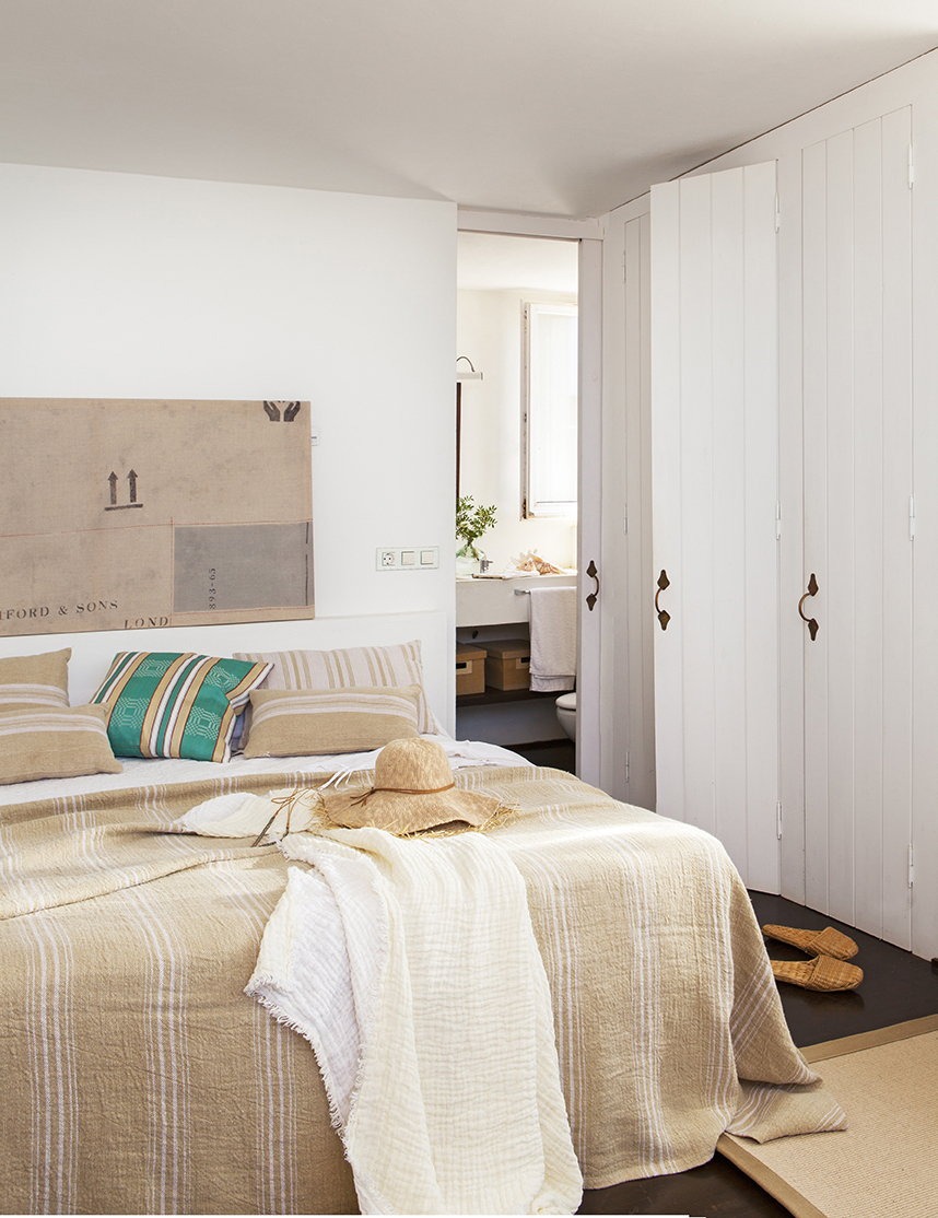 Dormitorios peque os bonitos con grandes ideas for Modelo de tapiceria para dormitorio adulto