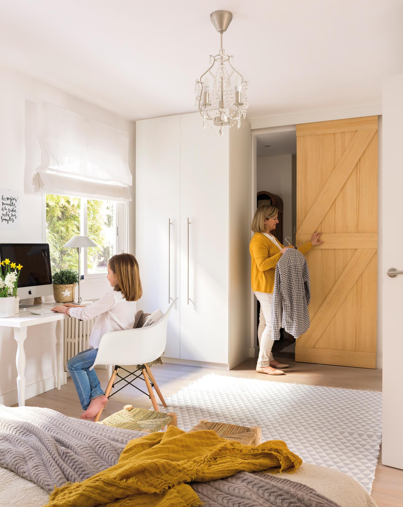 Puertas correderas para evitar barreras y ahorrar espacio for Puertas de madera para dormitorios