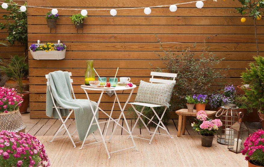 C mo poner a punto la terraza para el buen tiempo for Mesas para terrazas pequenas