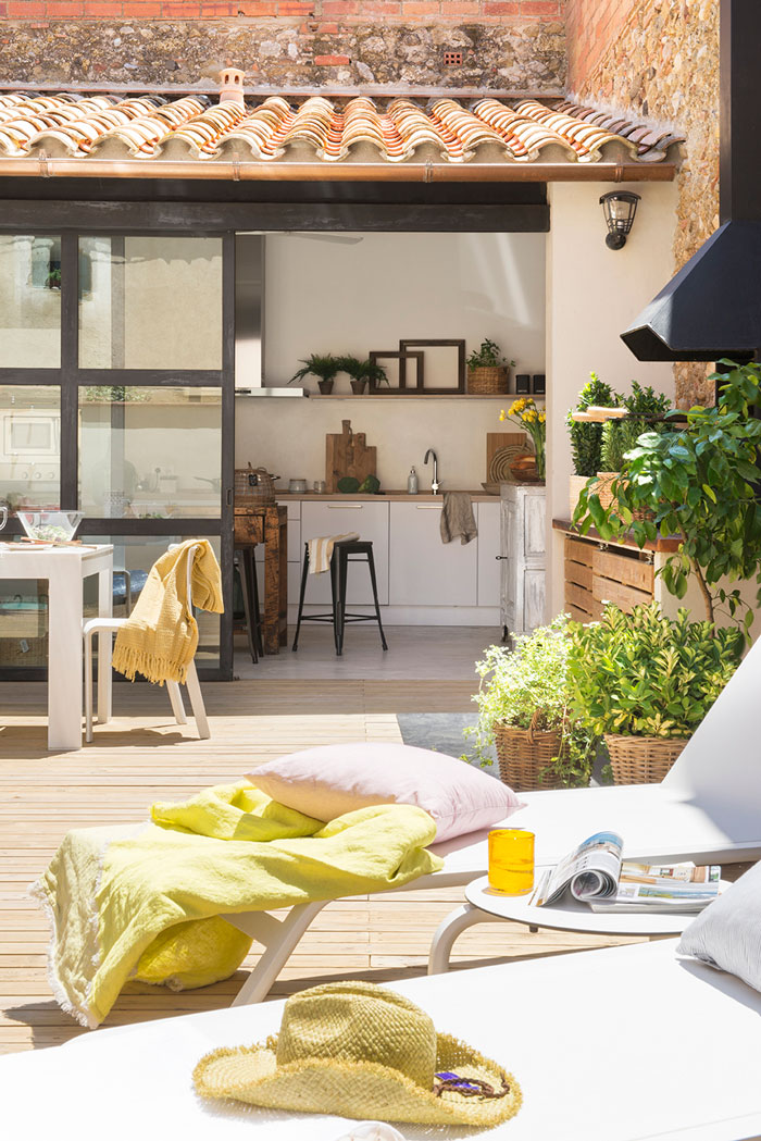 Elige los muebles de la terraza for Mesa de terraza con quitasol