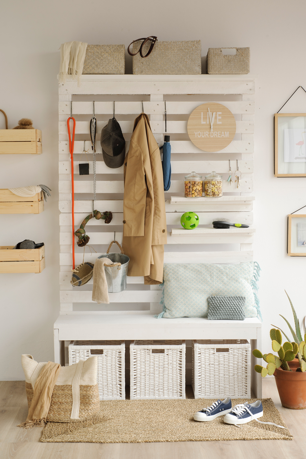 Ideas para decorar con palets for Mesas de recibidor ikea