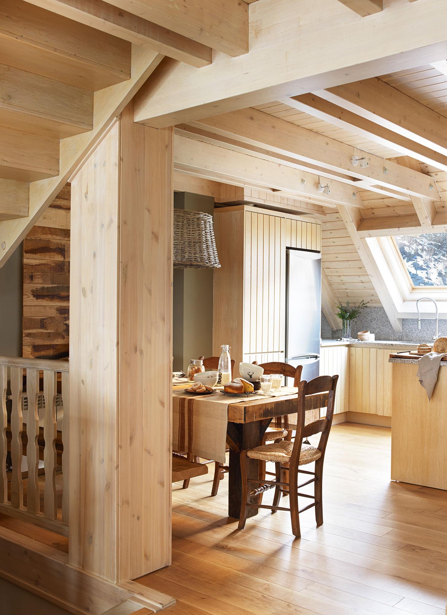Cocinas peque as claves para distribuirlas en u for Muebles de madera para cocina pequena