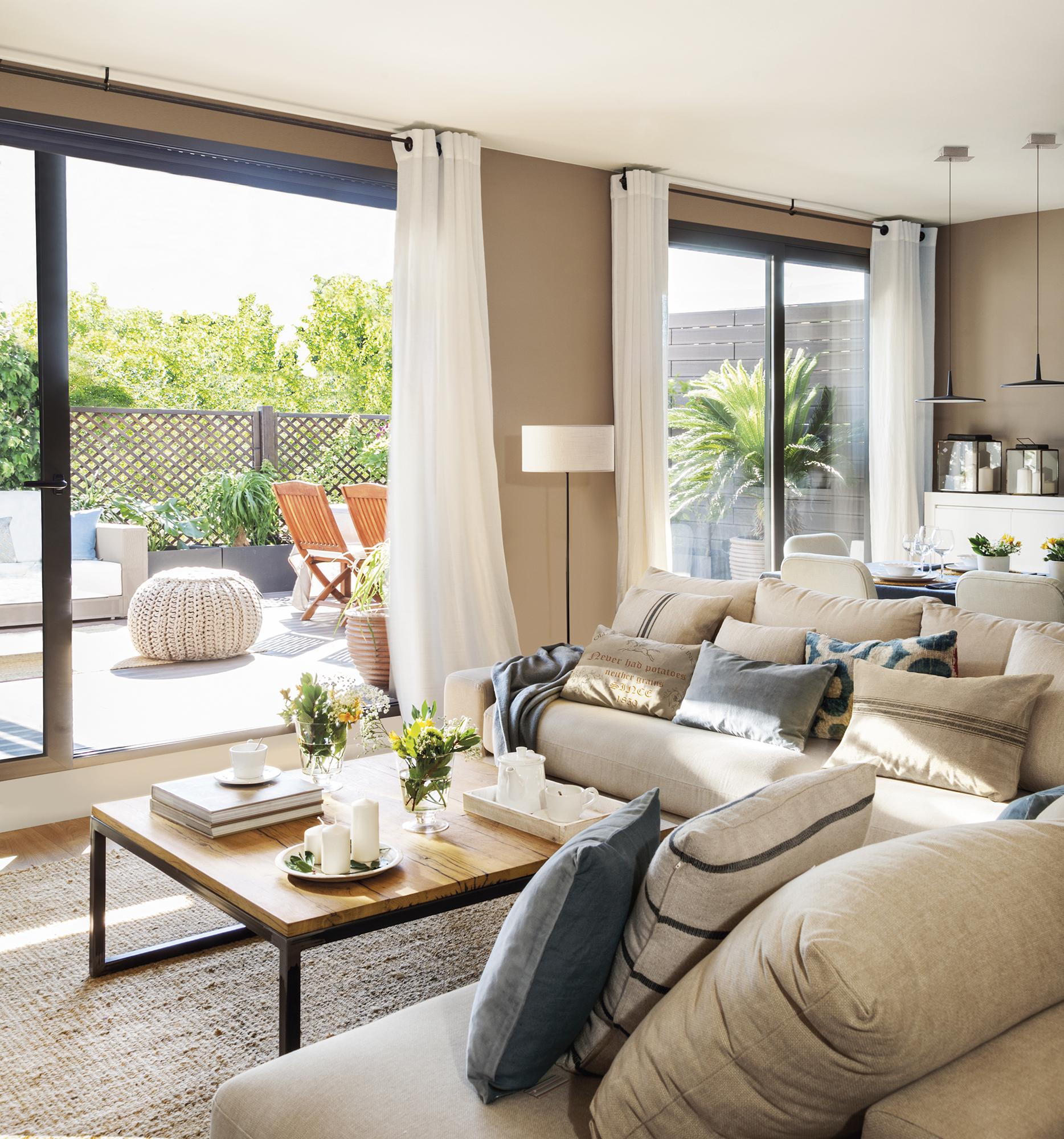 Una casa con terraza para una gran familia - Comedor terraza ...