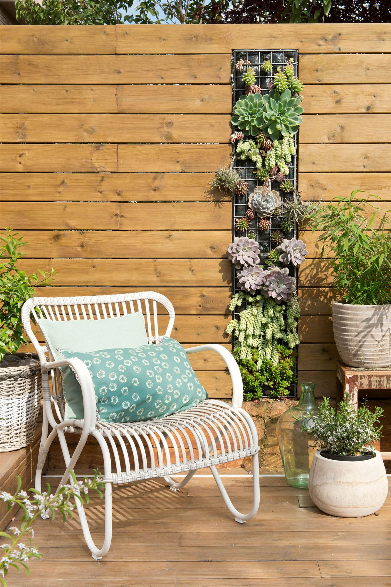 Terrazas muebles mesas e ideas para tu terraza el mueble for Jardin vertical terraza