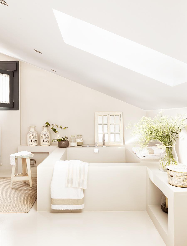Ba os en blanco for Fotos de cuartos de bano de marmol