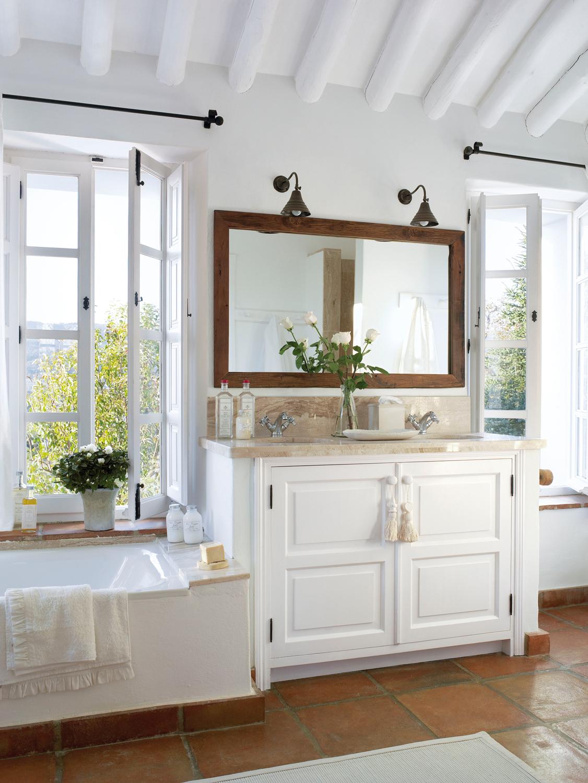 Mueble de madera para bano con espejo for Mueble bano blanco