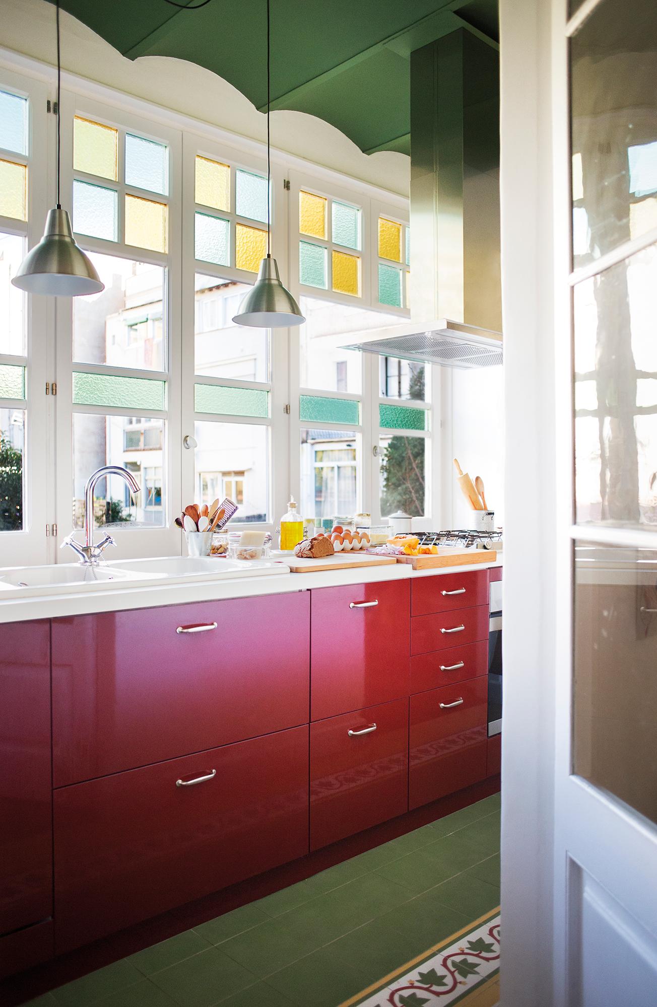 Cocinas peque as distribuidas en l - Colores de cocinas ...