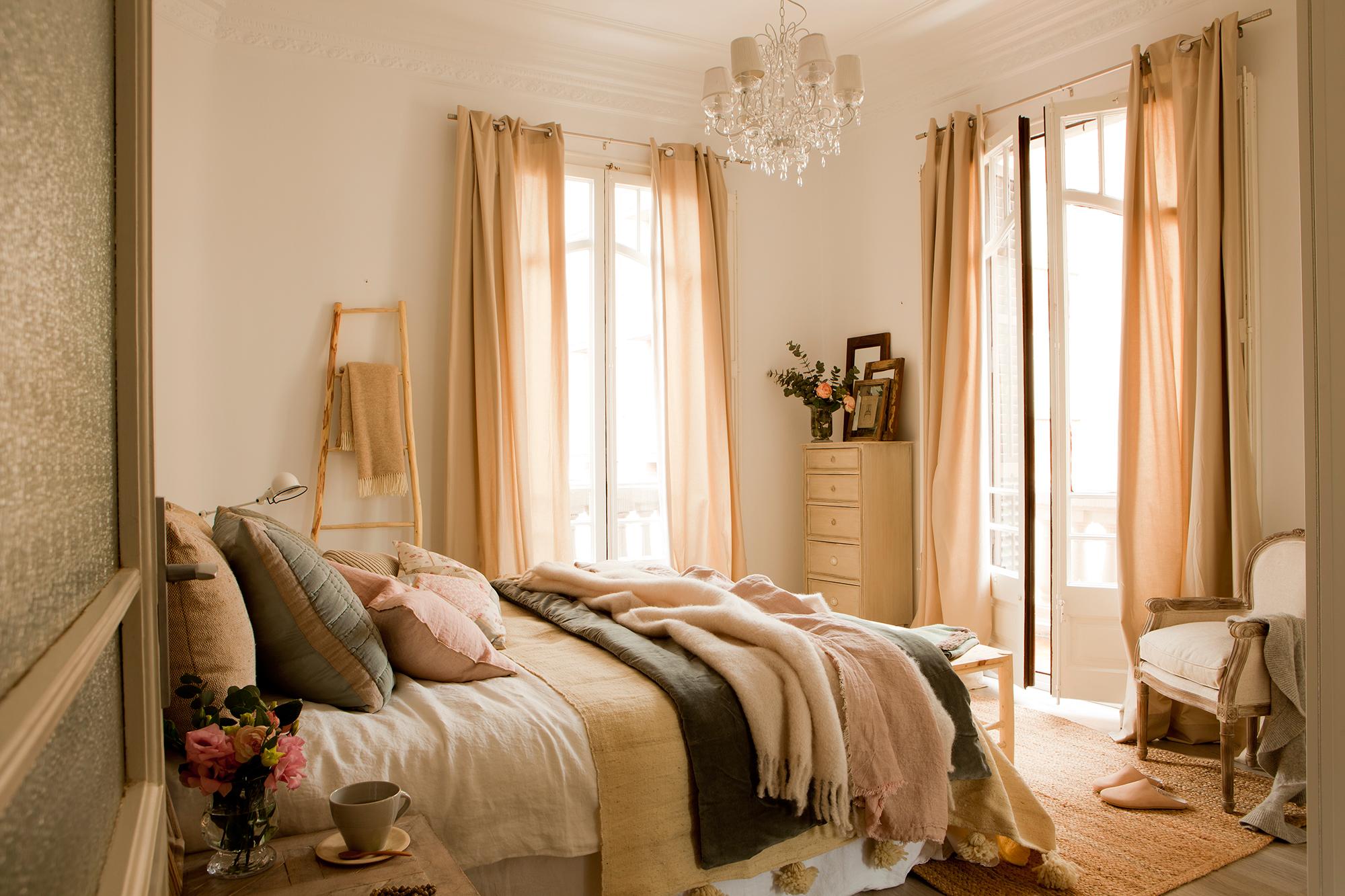 20 dormitorios de todos los estilos for Cuadros dormitorio clasico