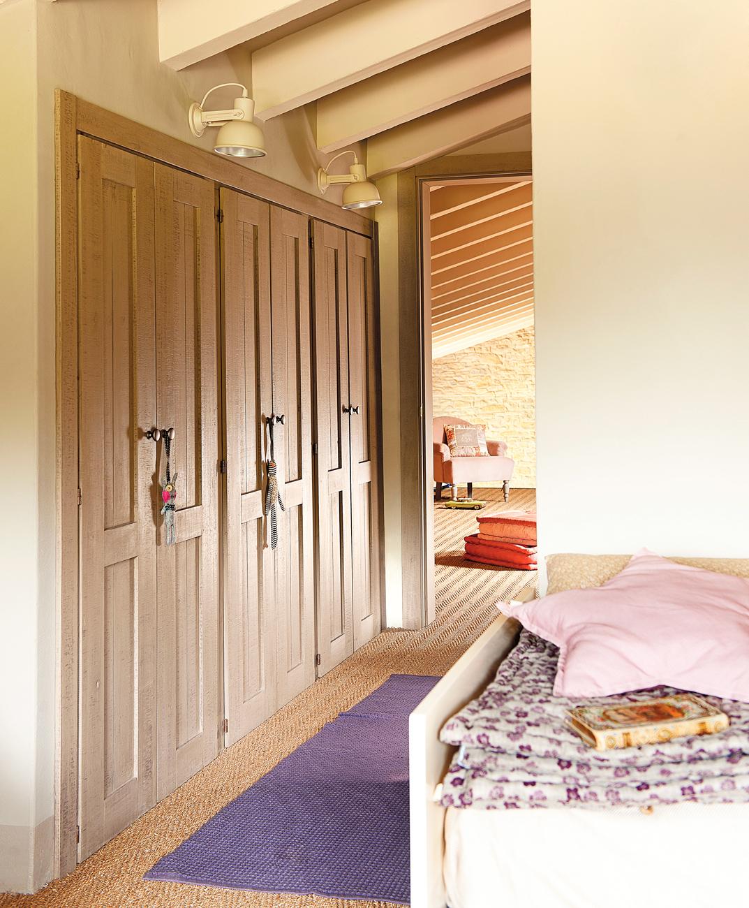 Como revestir un armario free forrar armarios homemaker - Revestir armario empotrado ...