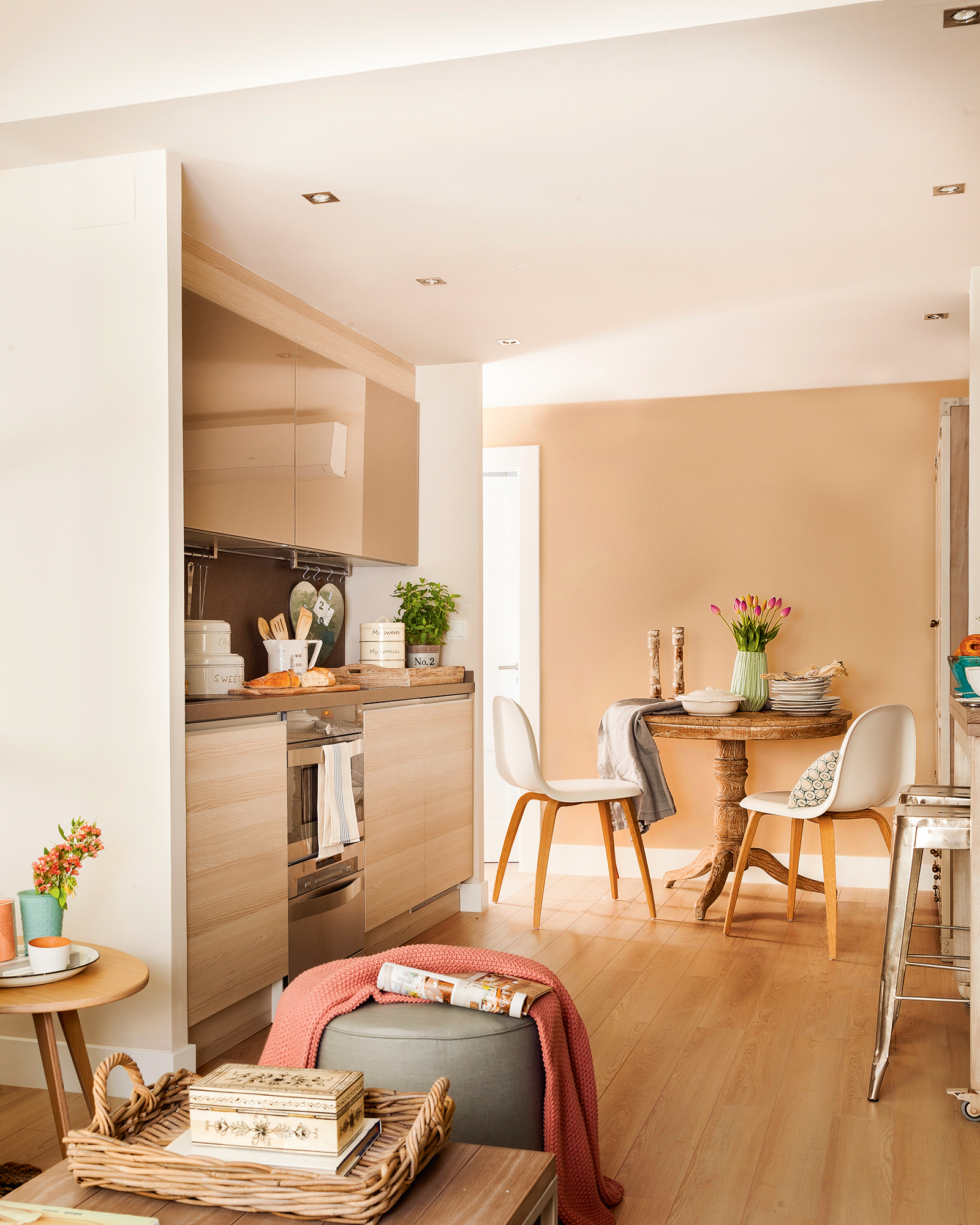cocina pequea con muebles en un solo frente situada entre el comedor y el saln with muebles de cocina pequeas