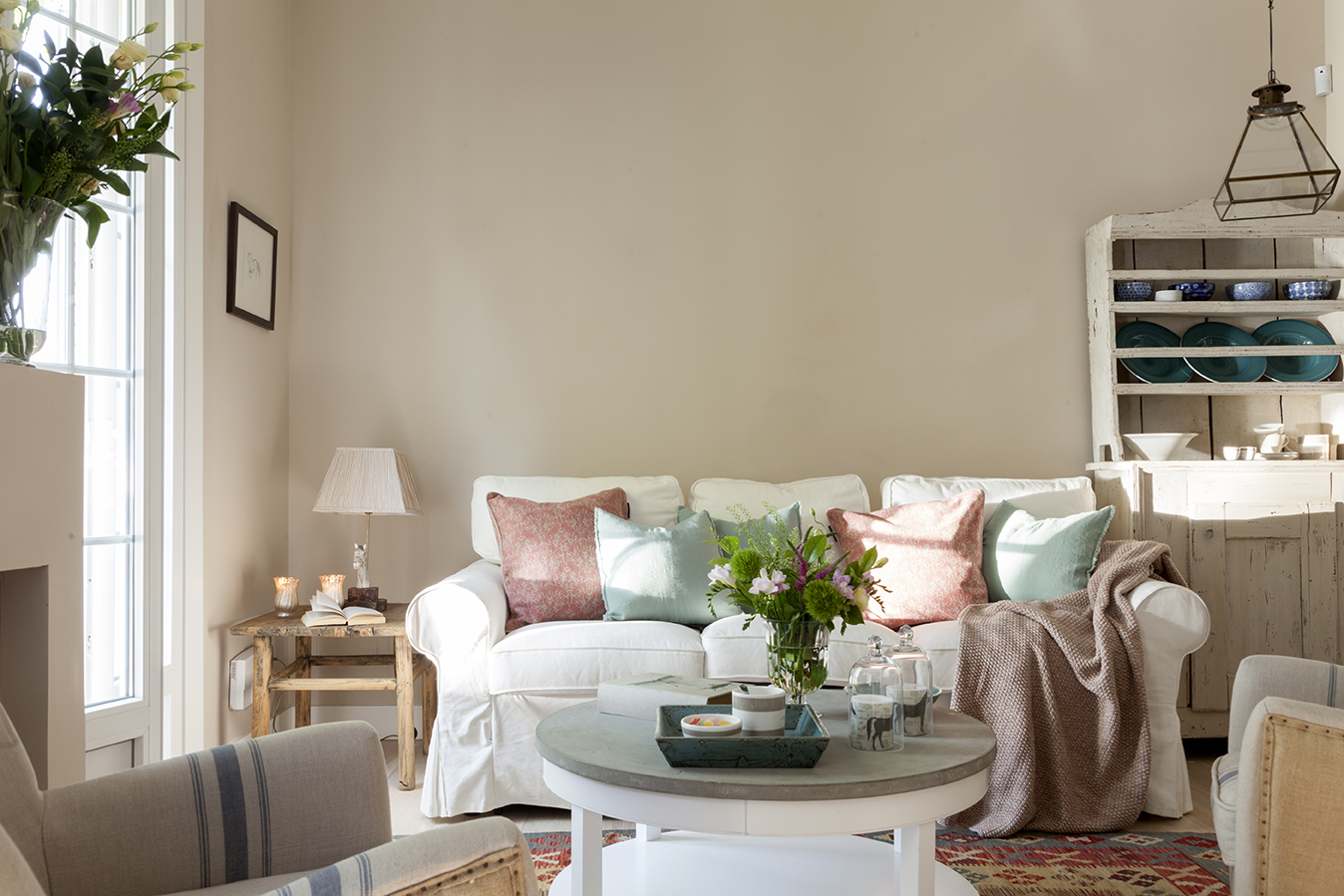 Sof s blancos todas las ventajas - Decoracion de sofas con cojines ...