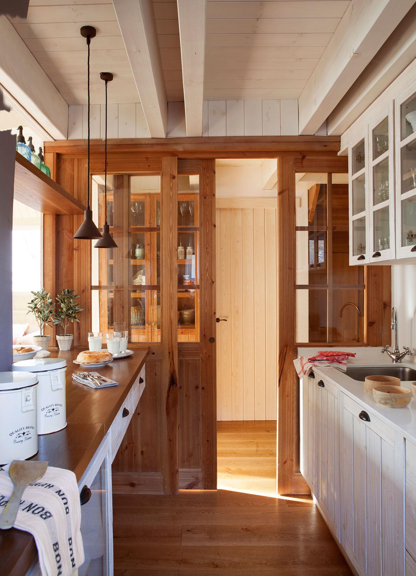 Puerta Corredera Cocina Beautiful En Este Otro Caso Vemos Un  ~ Puerta Corredera Cristal Cocina