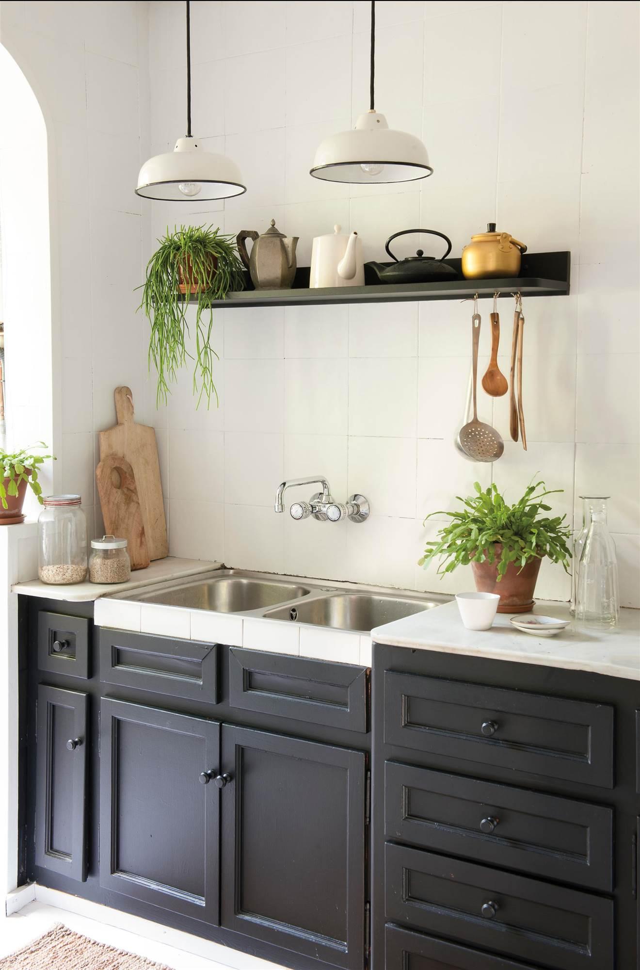 Los efectos de la pintura y la forma de pintar en la for Elemento de cocina negro