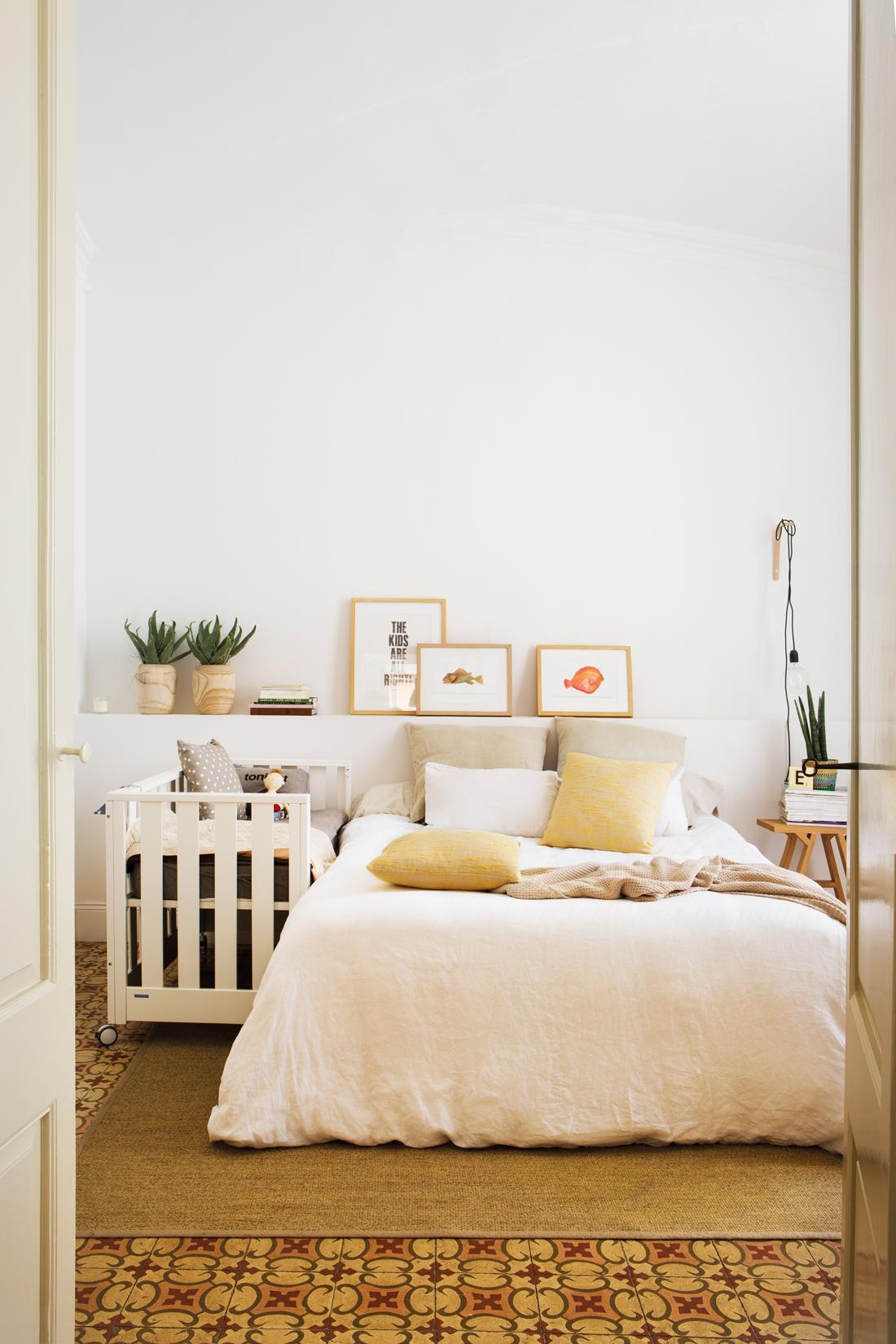 dormitorio principal y cuna cabecero de obra cuadros mosaico hidrulico