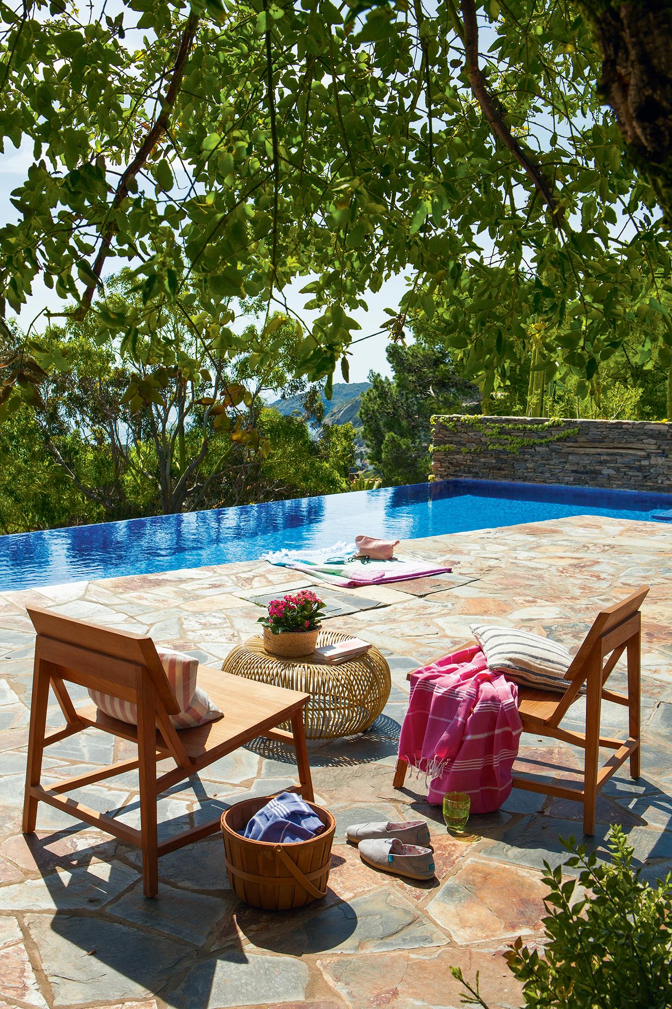 Muebles y complementos para disfrutar del exterior - Pavimento madera exterior ...