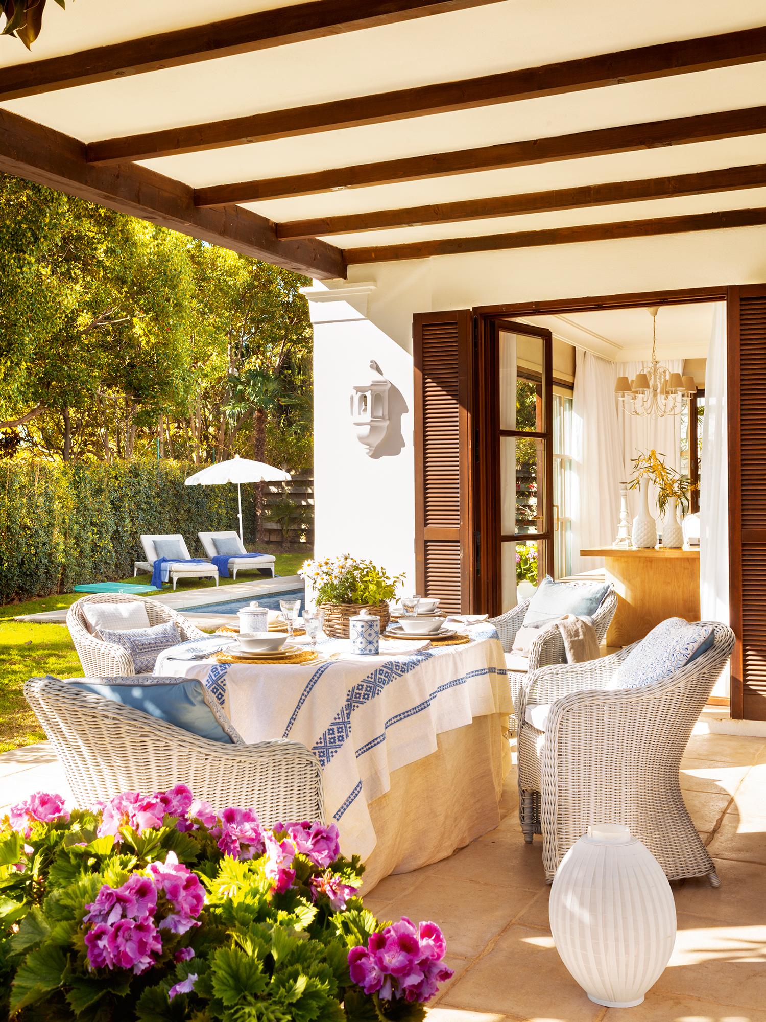 Porchees decorar porche jardn o terraza con muebles de - Comedor terraza ...