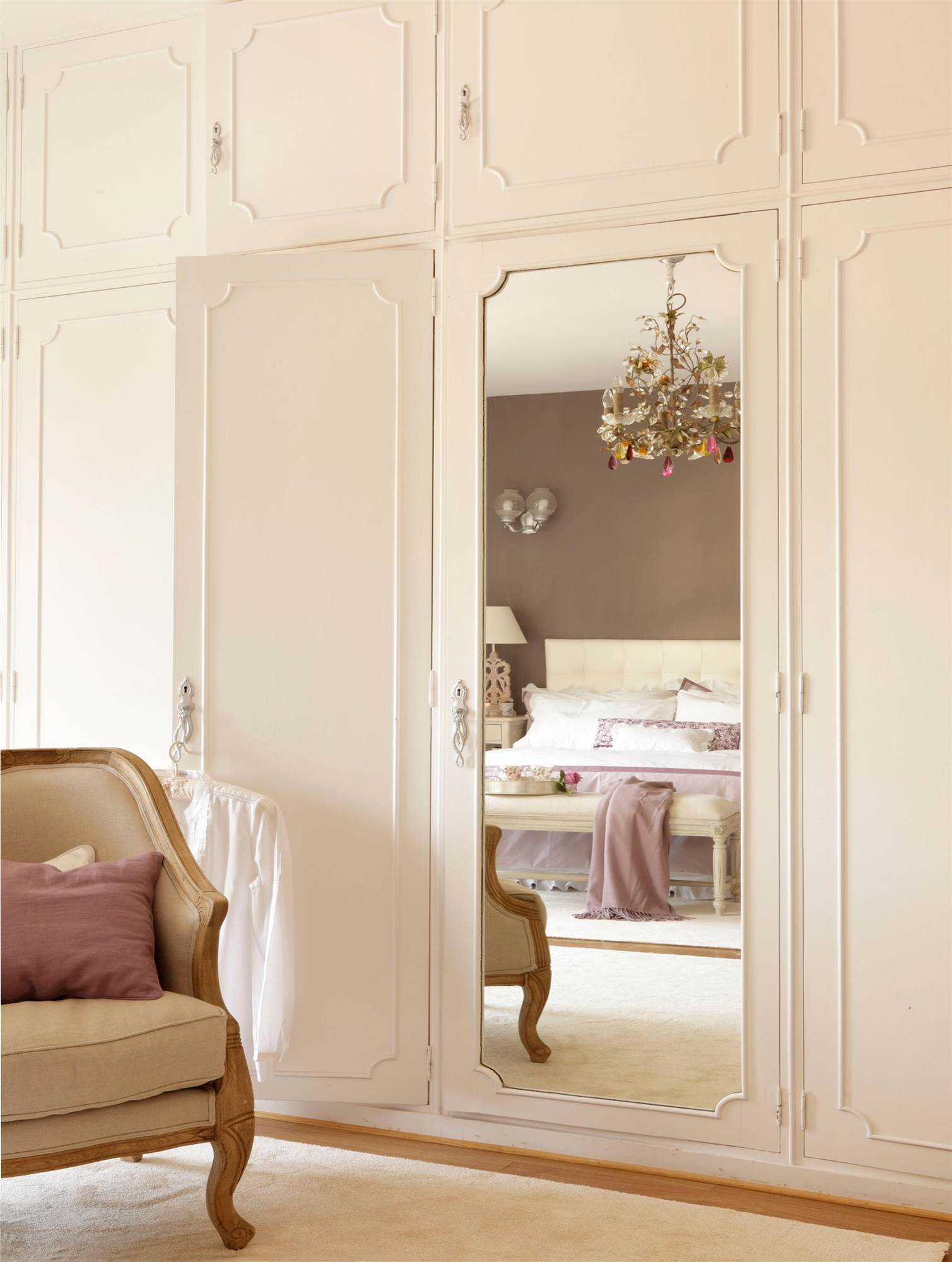 Armarios para el dormitorio for Roperos empotrados para dormitorios con espejo