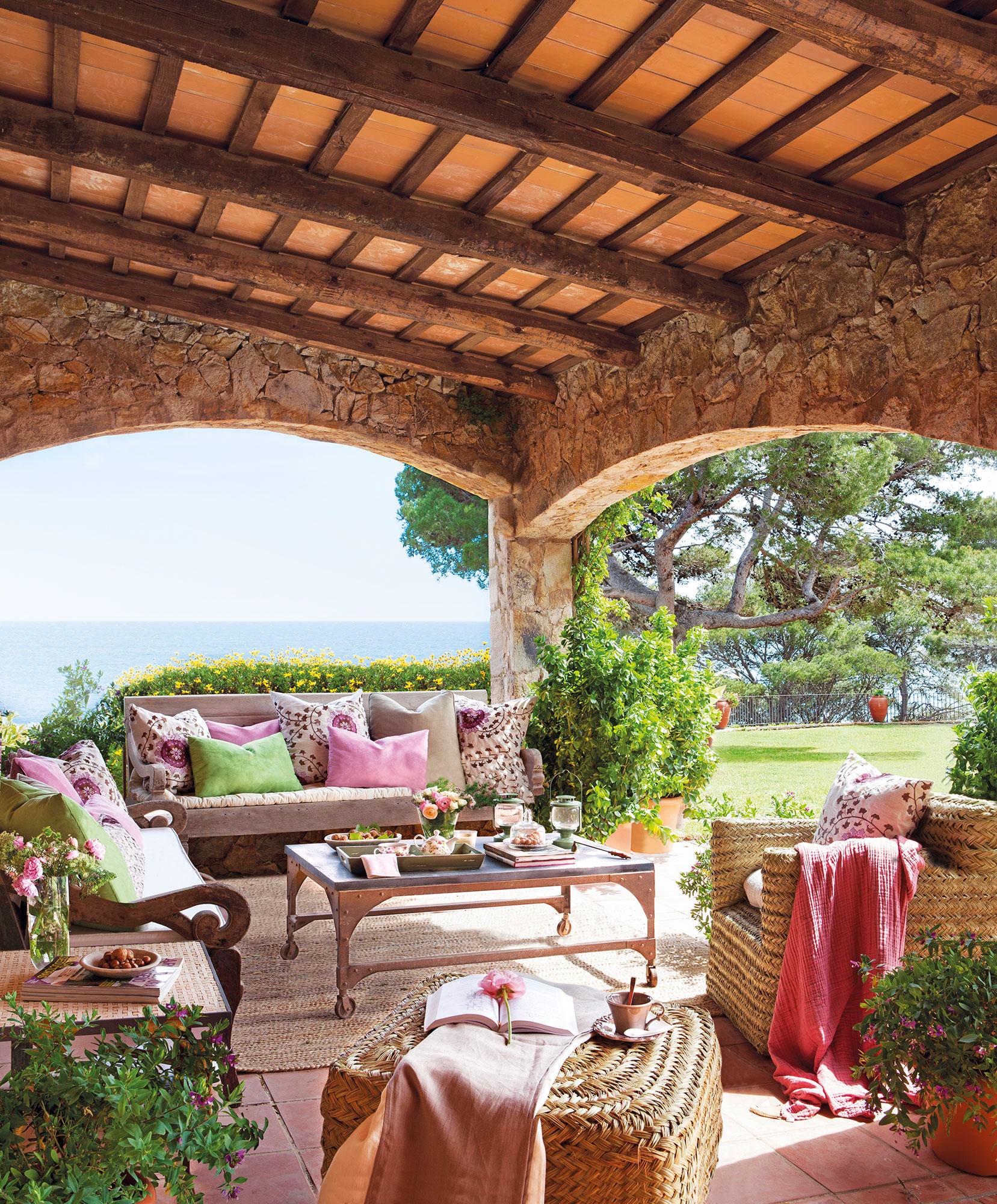 Porches de piedra porches rusticos casa blanca pequena for Decorar paredes patio exterior