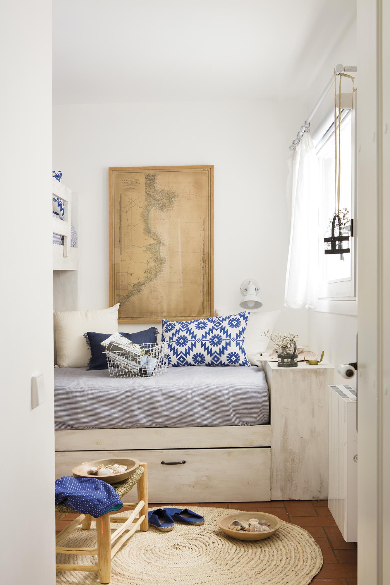 Una casa en begur con vistas al mar - Decorar cama como sofa ...