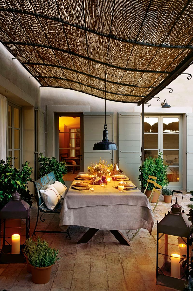 C mo decorar la terraza o el porche por la noche for Lamparas porche exterior