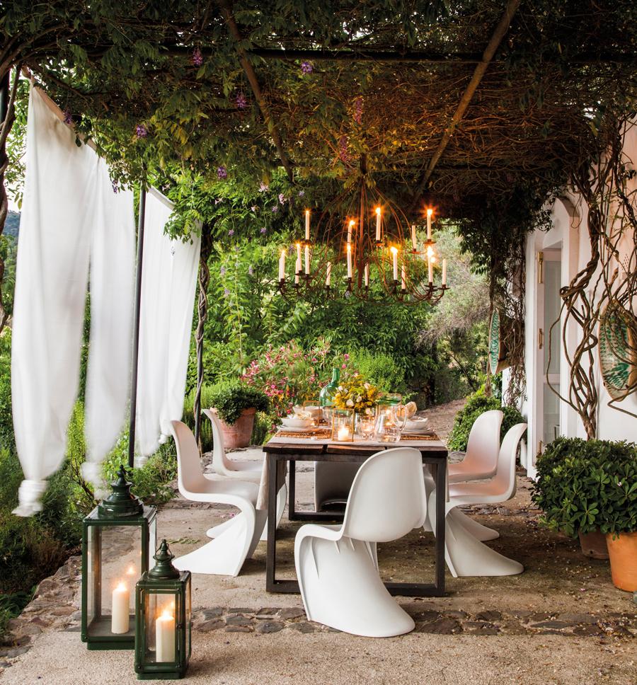 C mo decorar la terraza o el porche por la noche for Lamparas para exteriores de casas