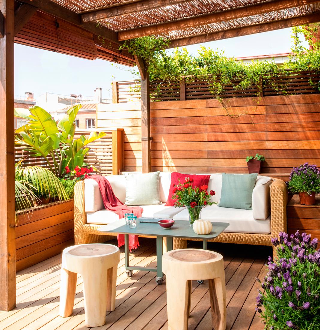terraza con tarima pared de lamas de madera 498 Fotos de Terrazas Pagina