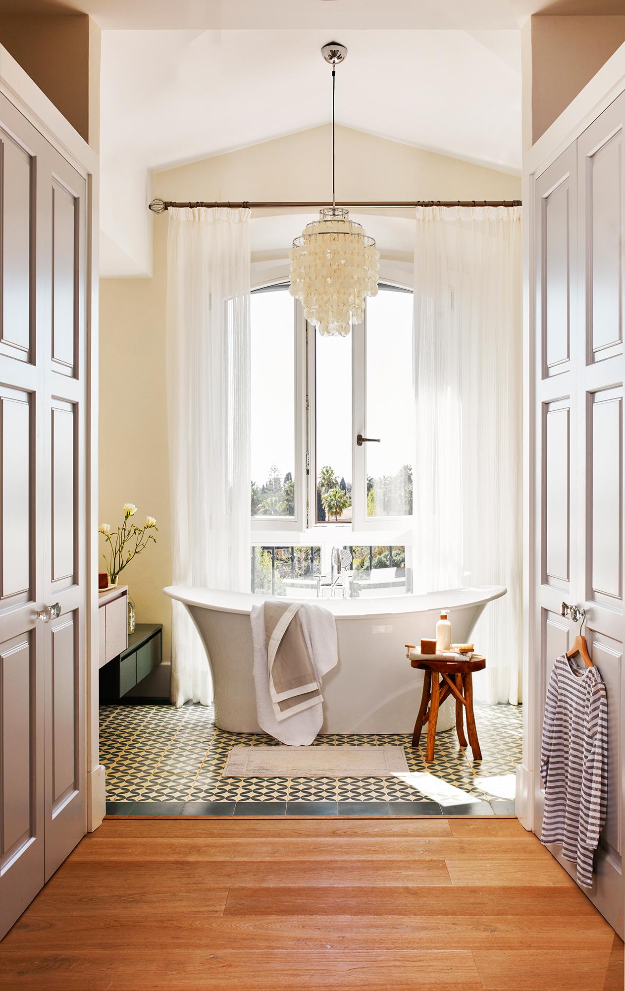Baño con bañera exenta 428919. Una pieza escultórica 724bcd6f6458