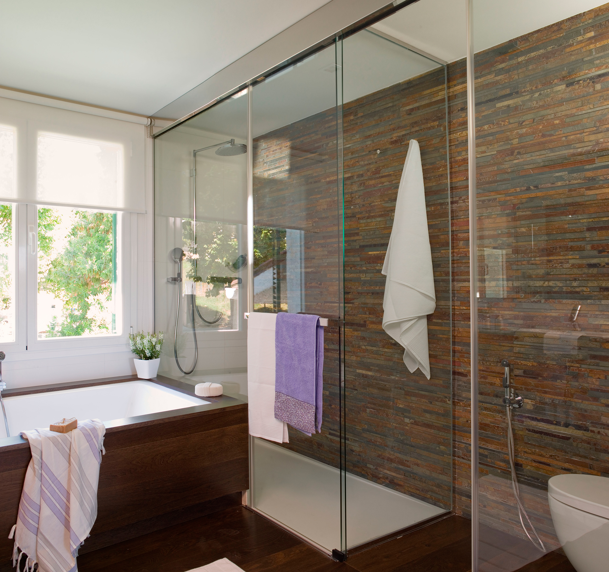 Ba era o ducha pros y contras y claves para elegir - Banos con banera y plato de ducha ...
