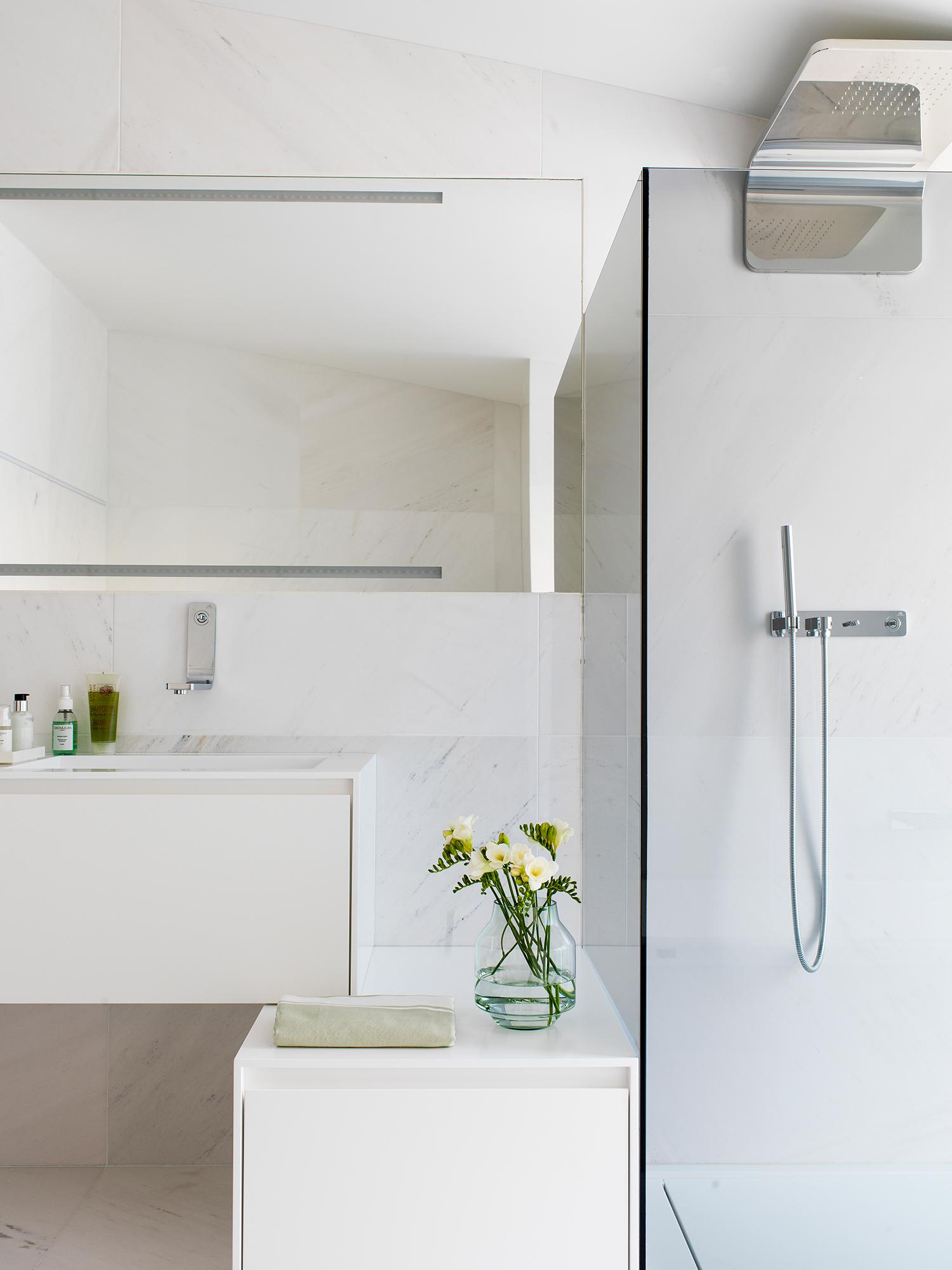 Muebles ba o decoraci n accesorios mamparas y azulejos - Banos en marmol ...