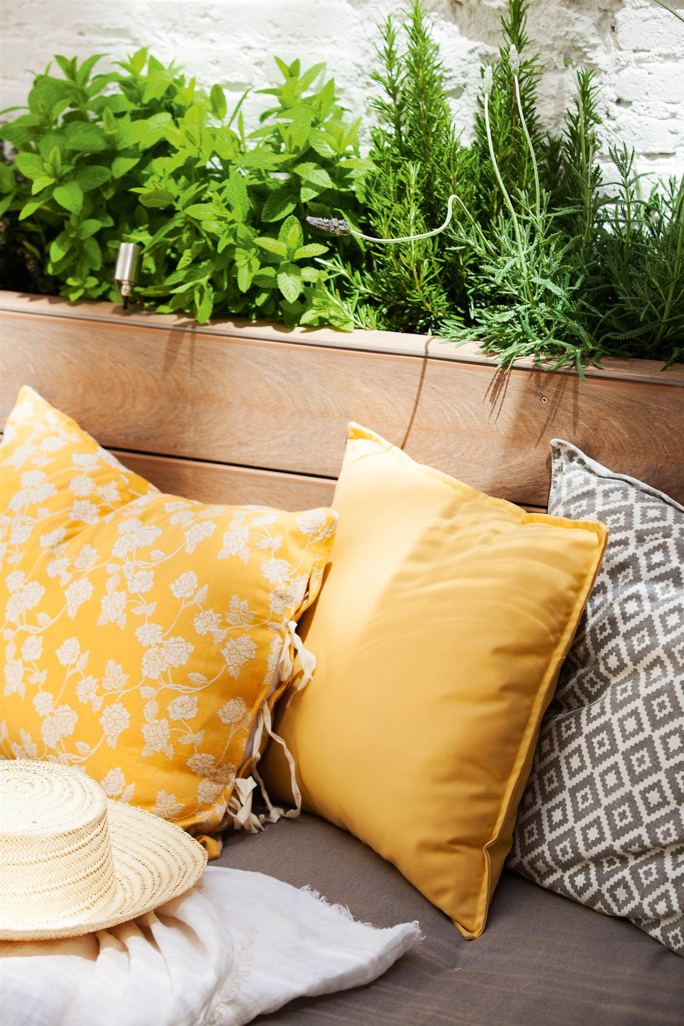 Tendencias de verano en textiles de exterior - Cojines para exterior ...