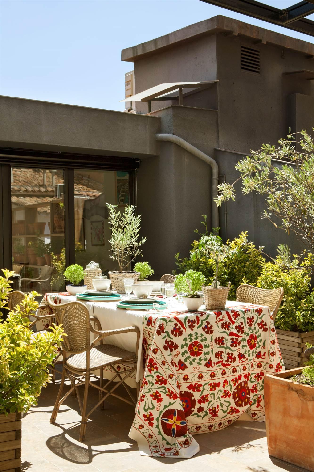 Tendencias de verano en textiles de exterior - Mesa de terraza ...