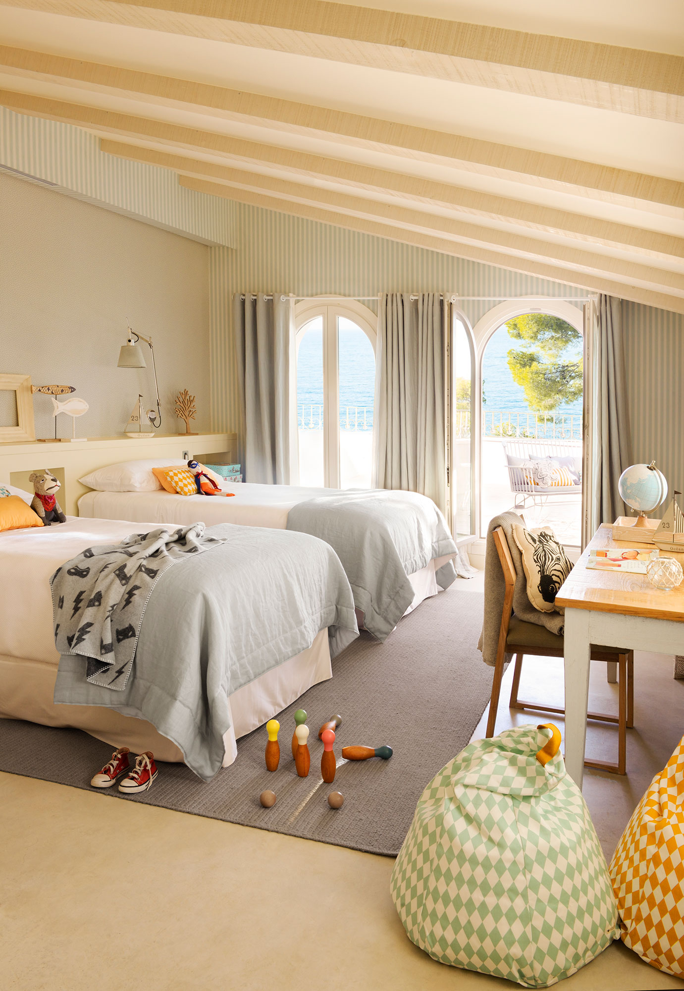 Decora la habitaci n infantil con papel pintado Habitacion con dos camas