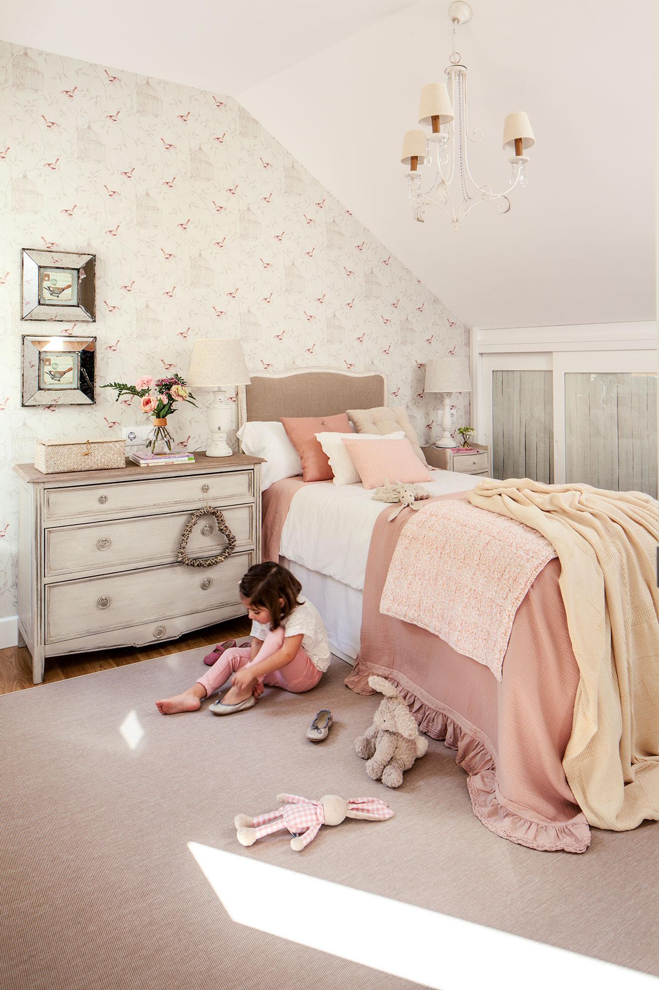 Decora la habitaci n infantil con papel pintado - Papel pintado rojo y blanco ...