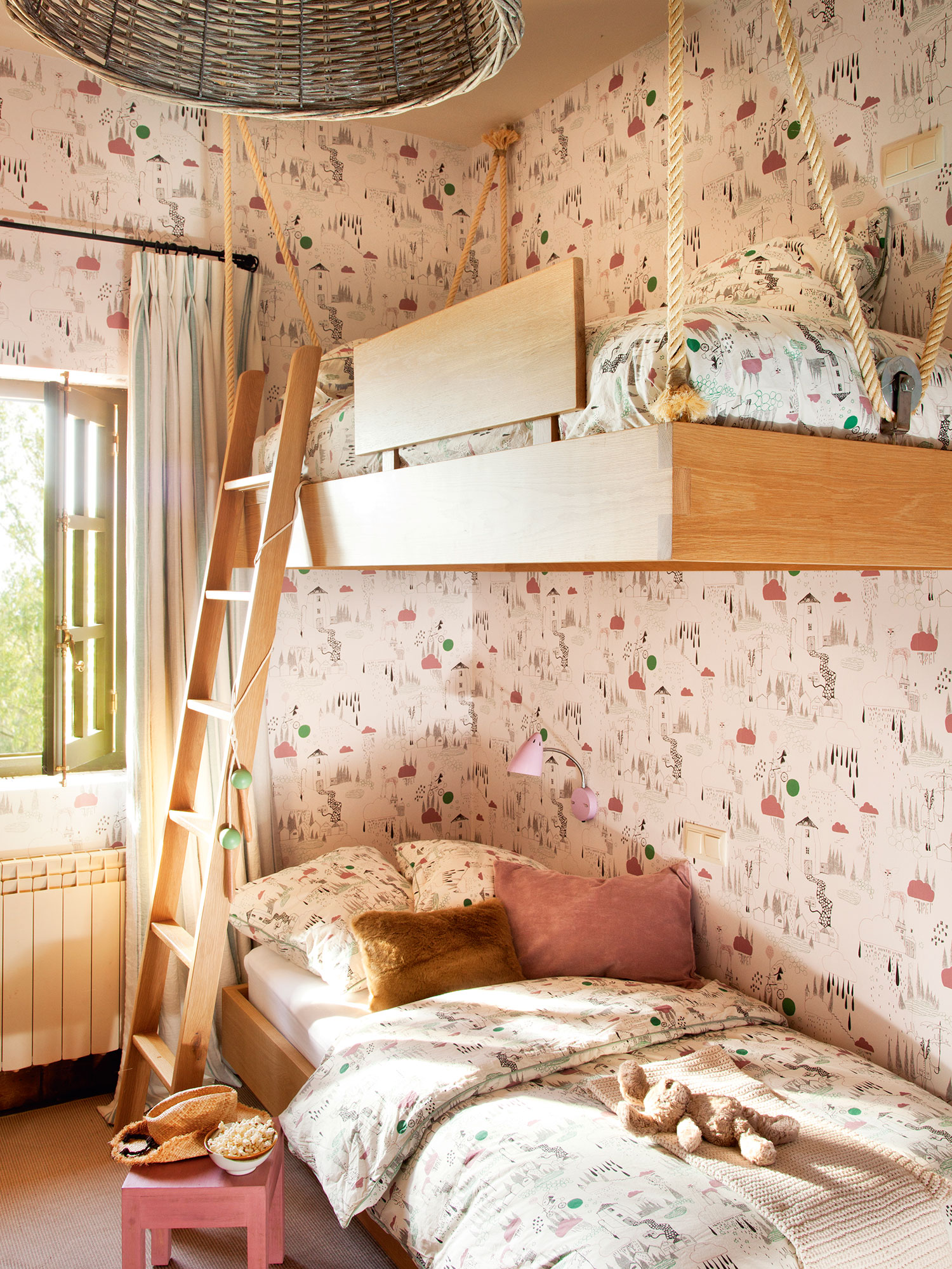 Decora la habitaci n infantil con papel pintado - Decoracion paredes habitacion infantil ...