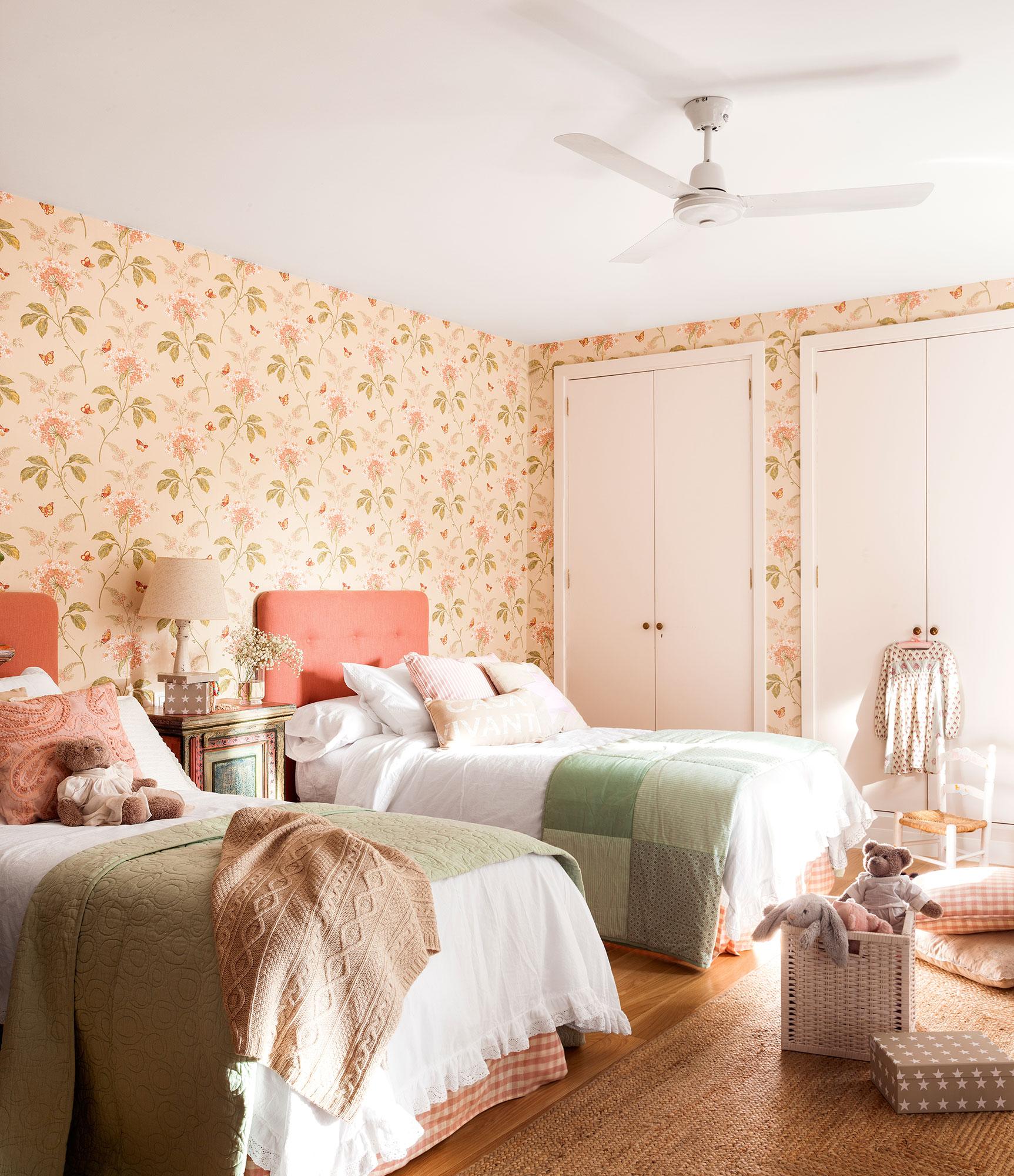 Decora la habitaci n infantil con papel pintado - Habitacion con dos camas ...