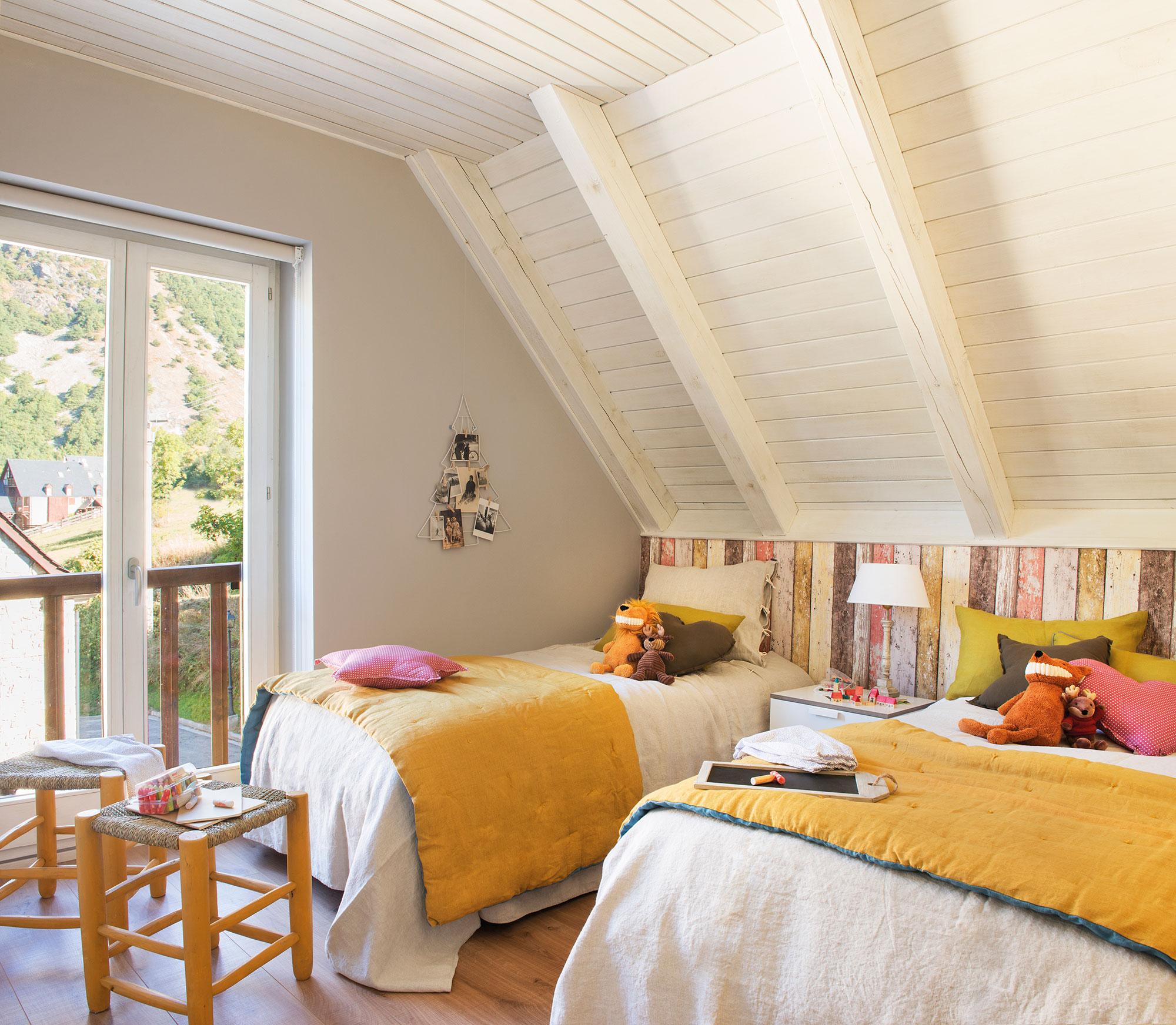 Decora la habitaci n infantil con papel pintado for Habitacion con dos camas