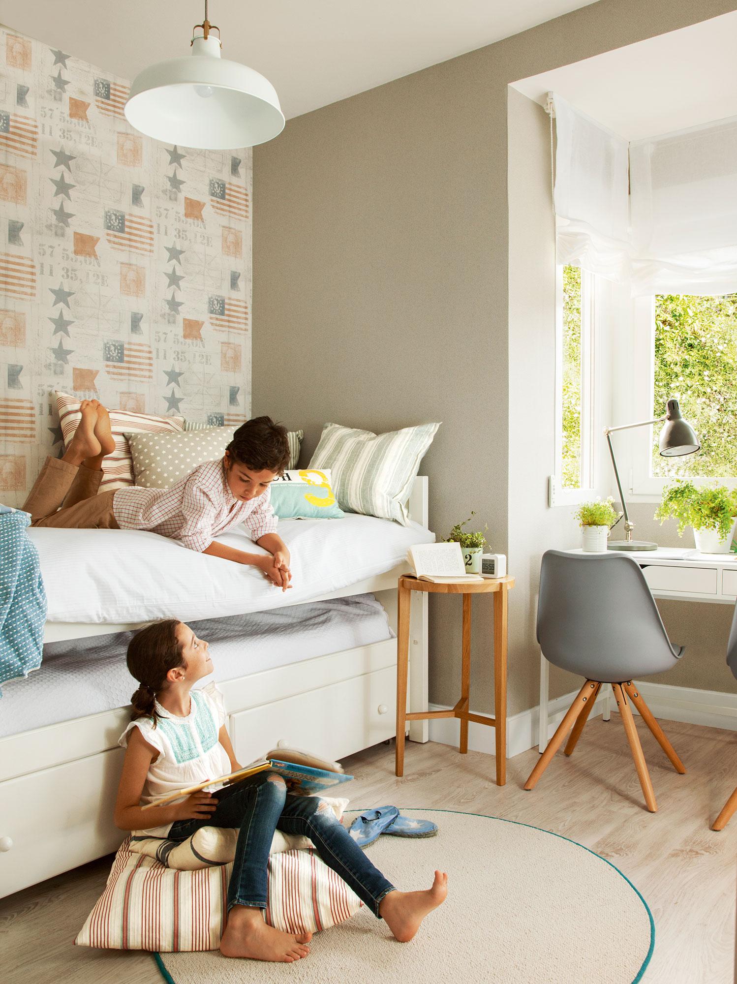 Decora la habitaci n infantil con papel pintado for Decoracion habitacion compartida nino nina