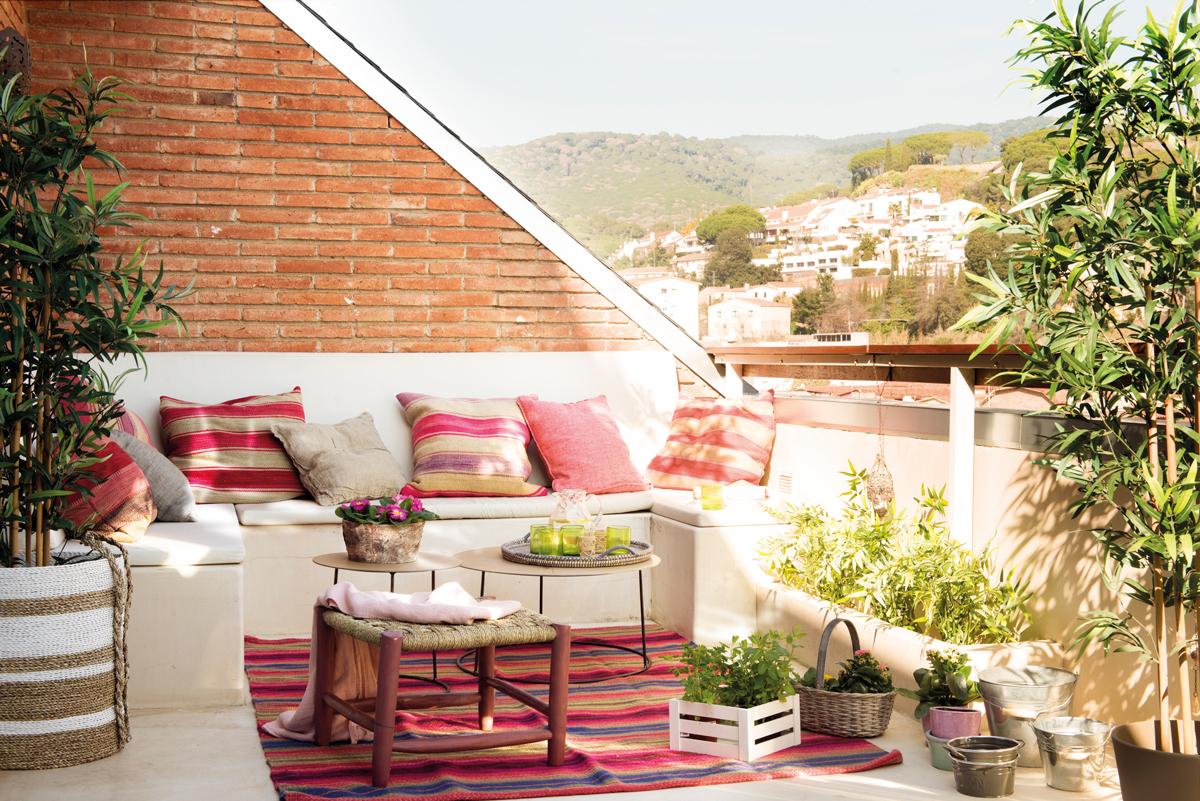 Terrazas muebles mesas e ideas para tu terraza el mueble for Bancos para terraza y jardin