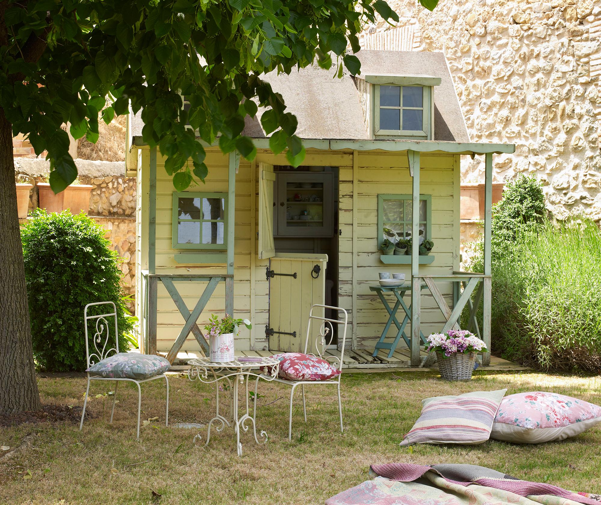 Cierres de madera para jardin elegant sombrilla brezo con for Casita plastico jardin