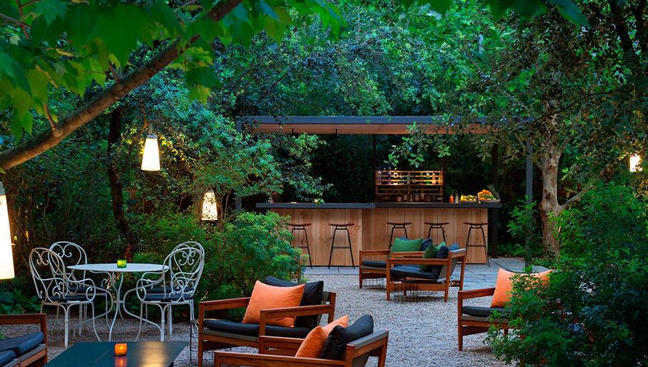 Terrazas de hotel en barcelona para disfrutar del verano for Hotel el jardi barcelona