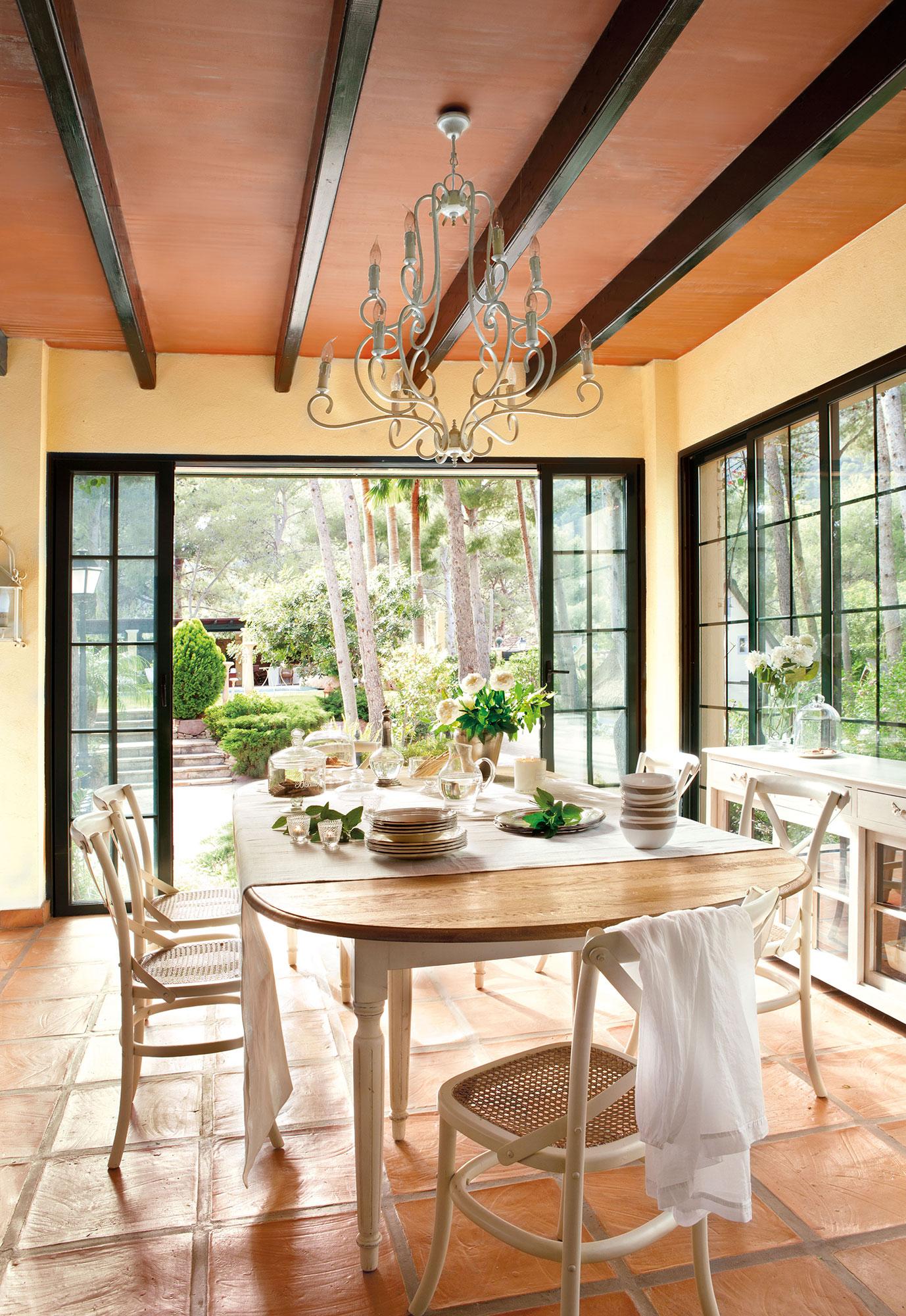 Los 50 mejores comedores de el mueble for Paredes que no llegan al techo
